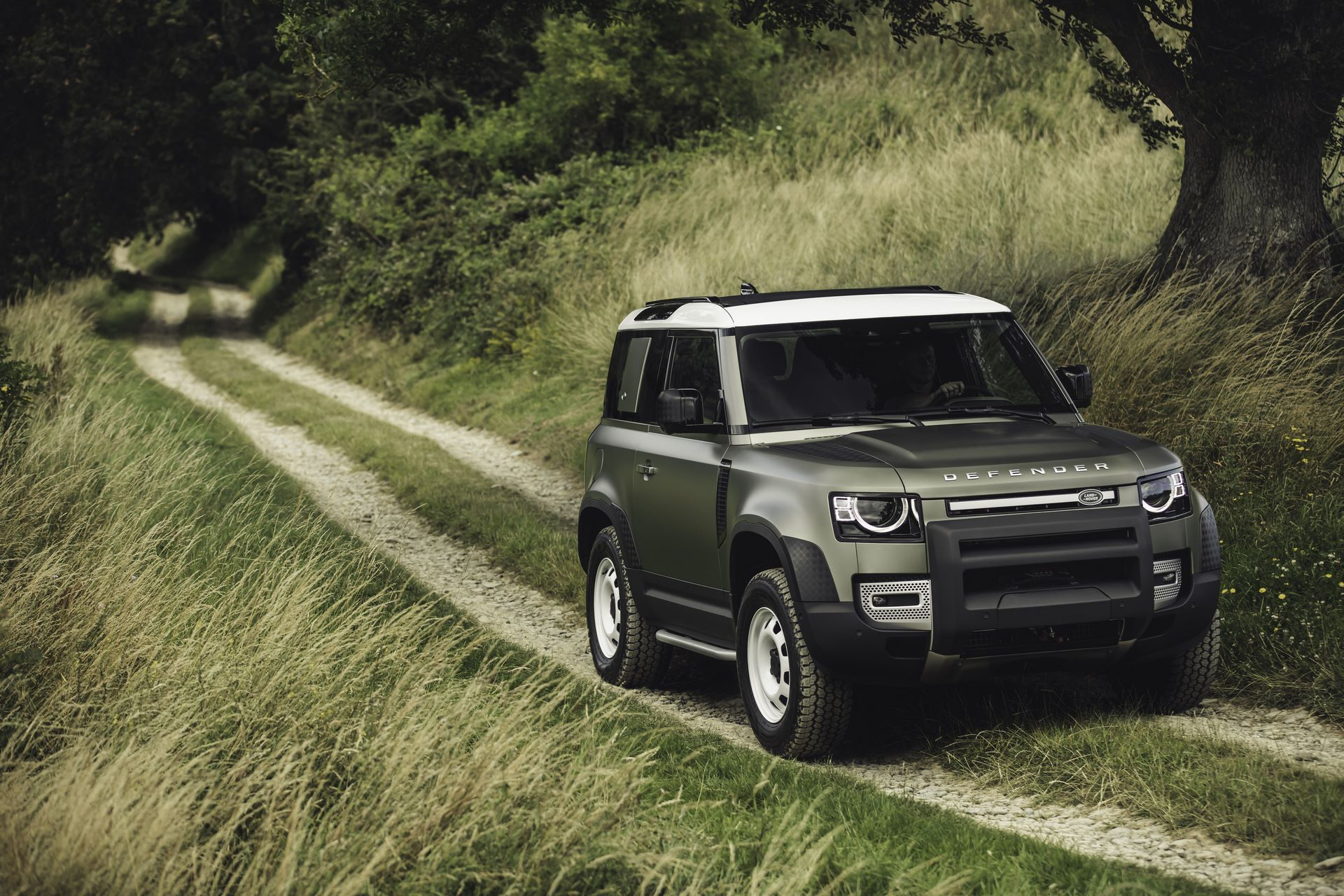 Land-Rover-Defender-2020-103