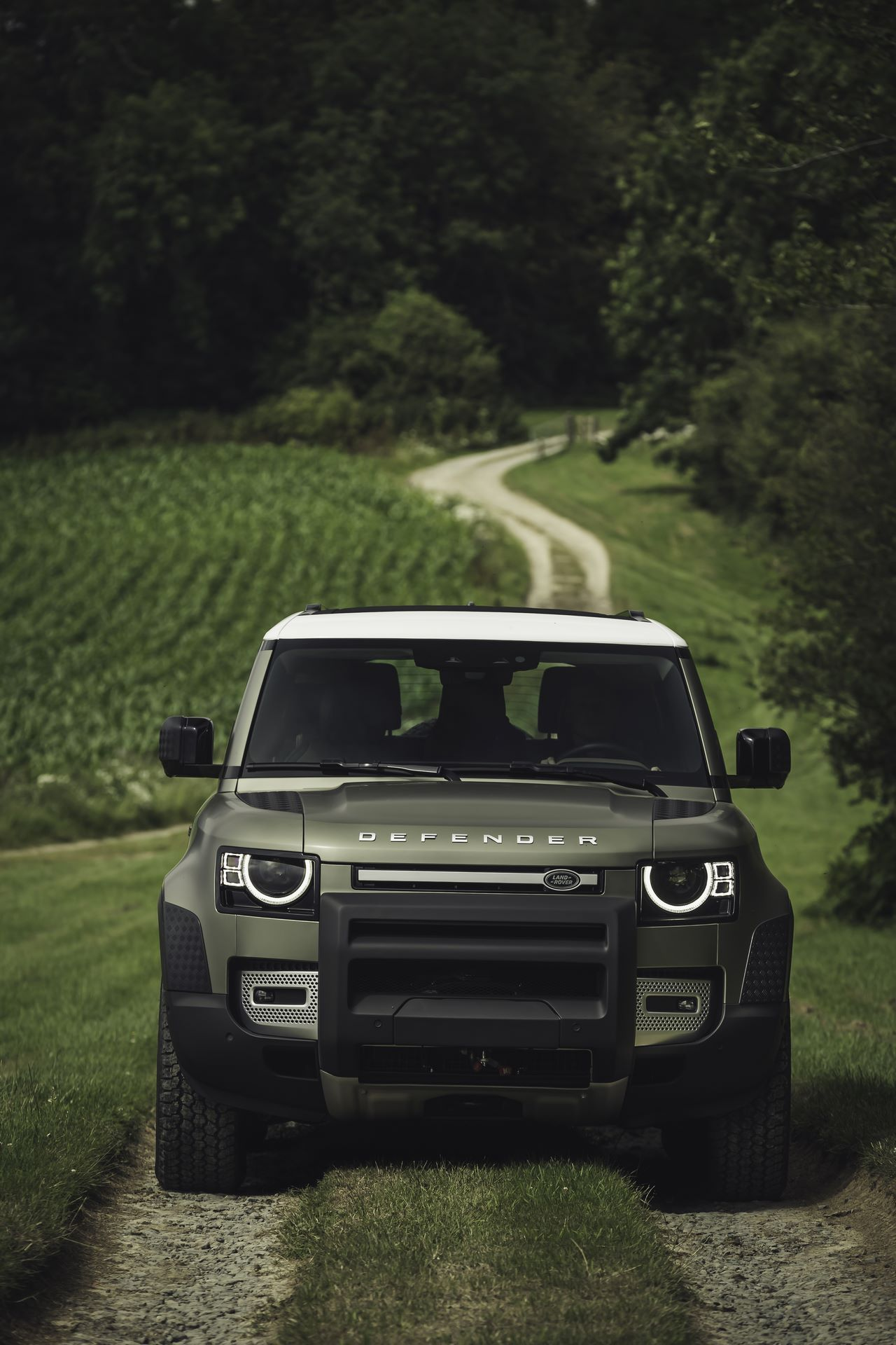 Land-Rover-Defender-2020-104