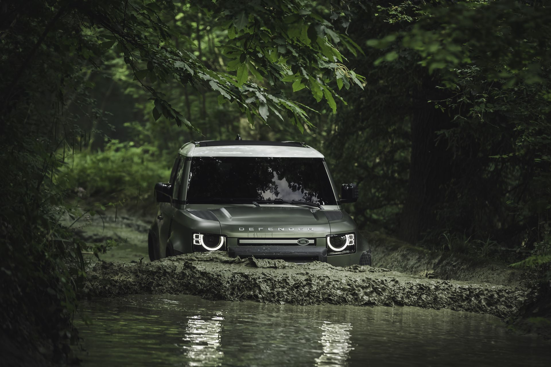 Land-Rover-Defender-2020-109