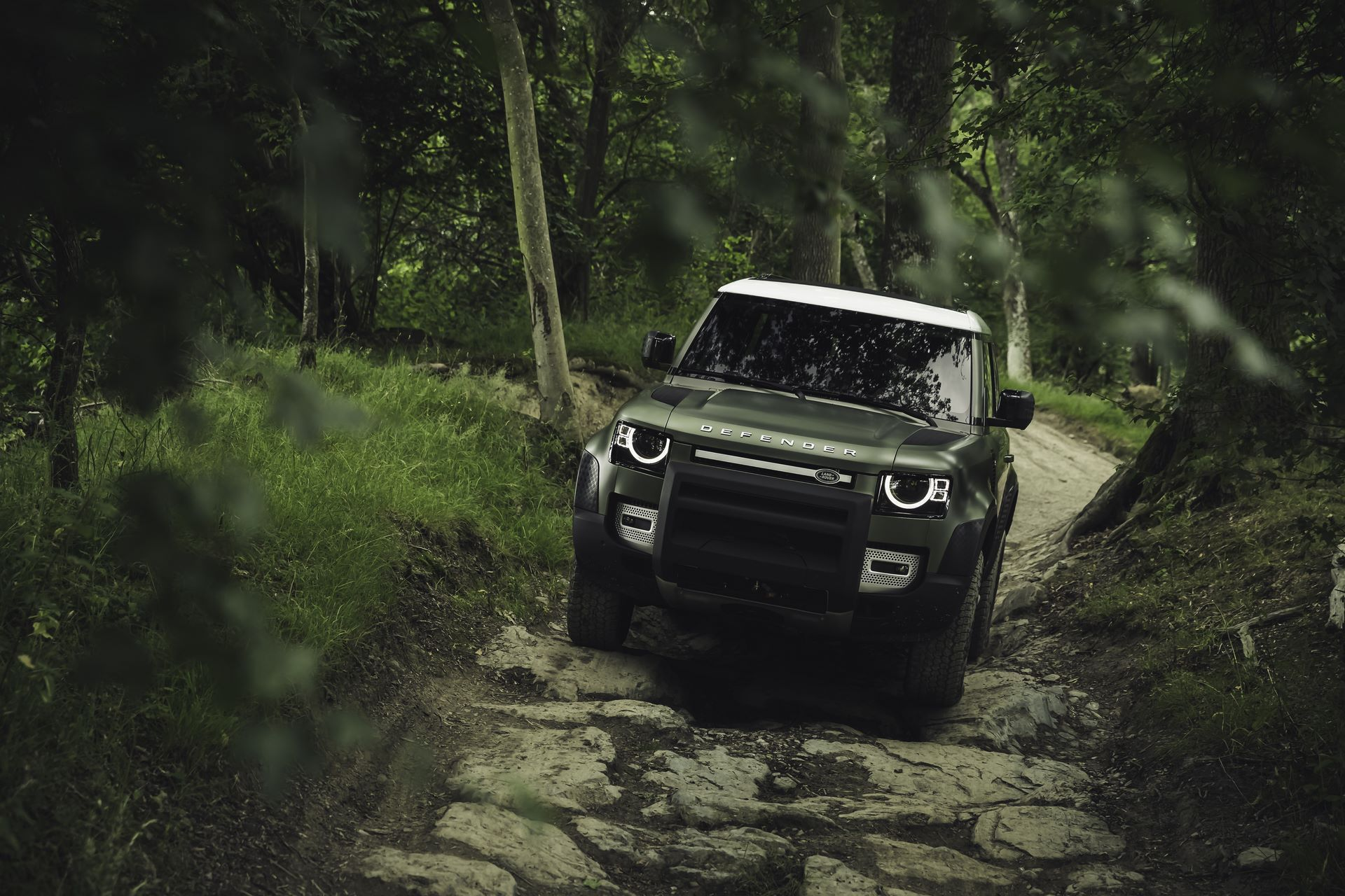 Land-Rover-Defender-2020-111