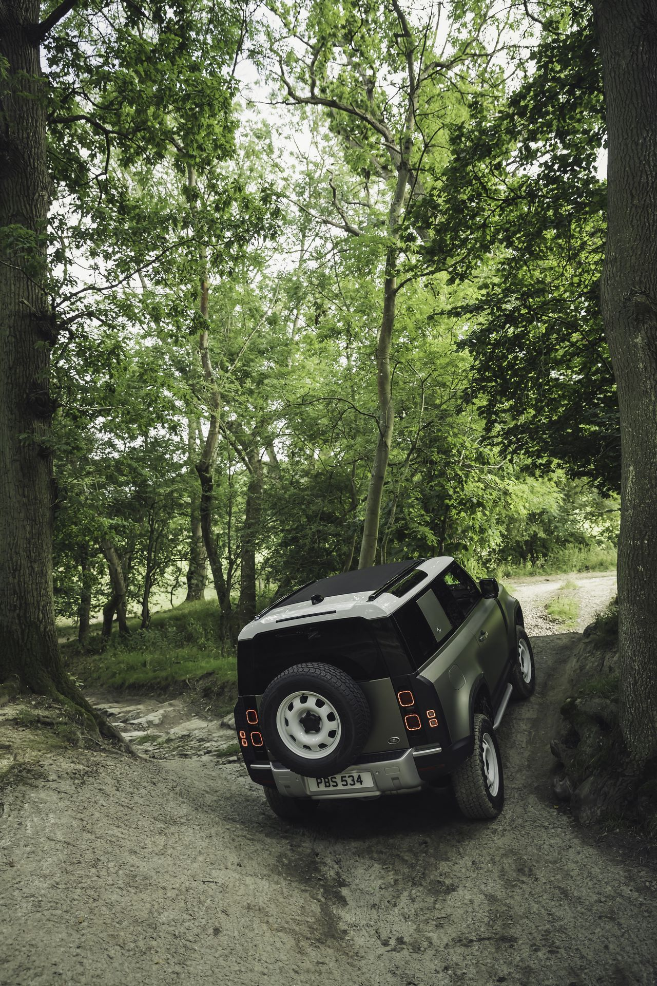 Land-Rover-Defender-2020-113