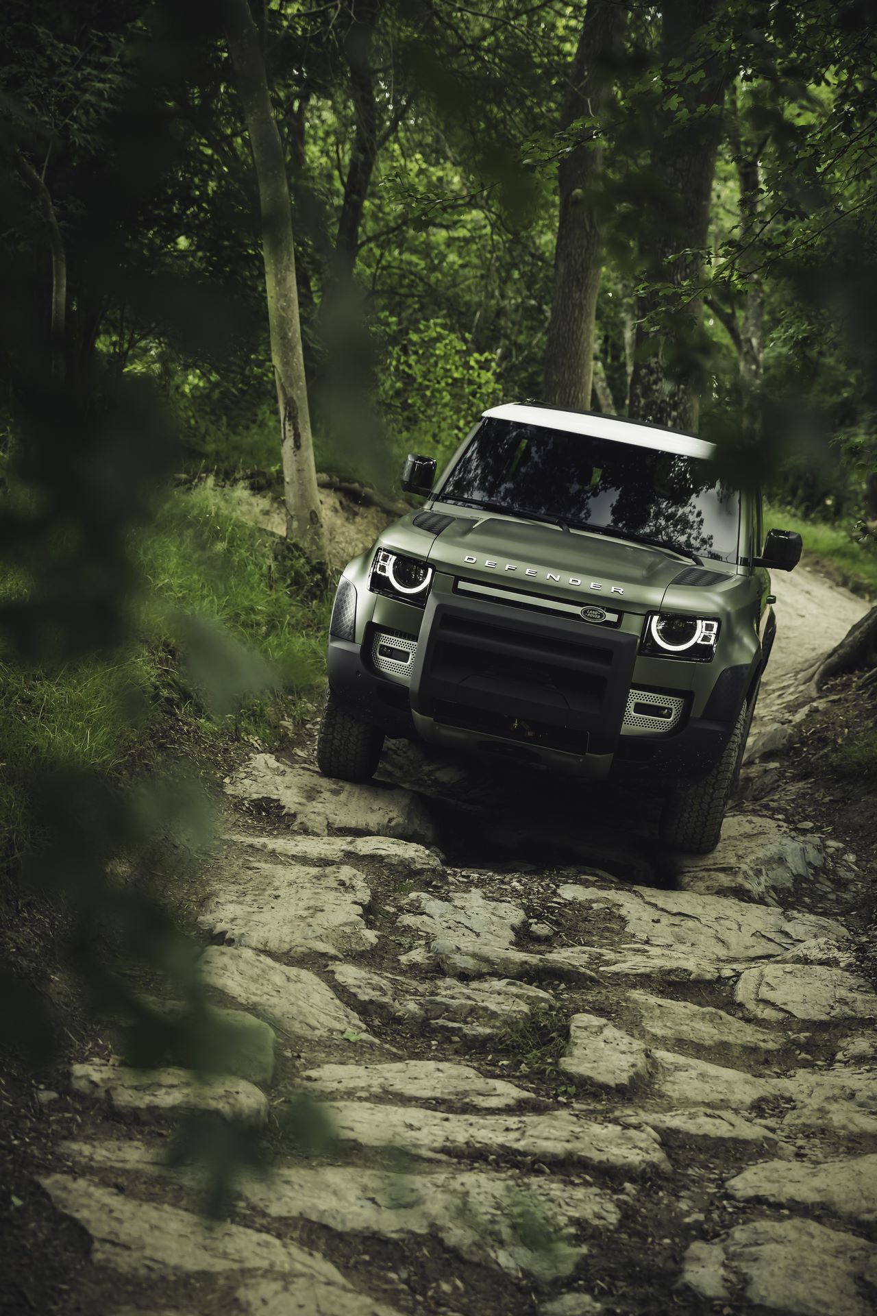Land-Rover-Defender-2020-115