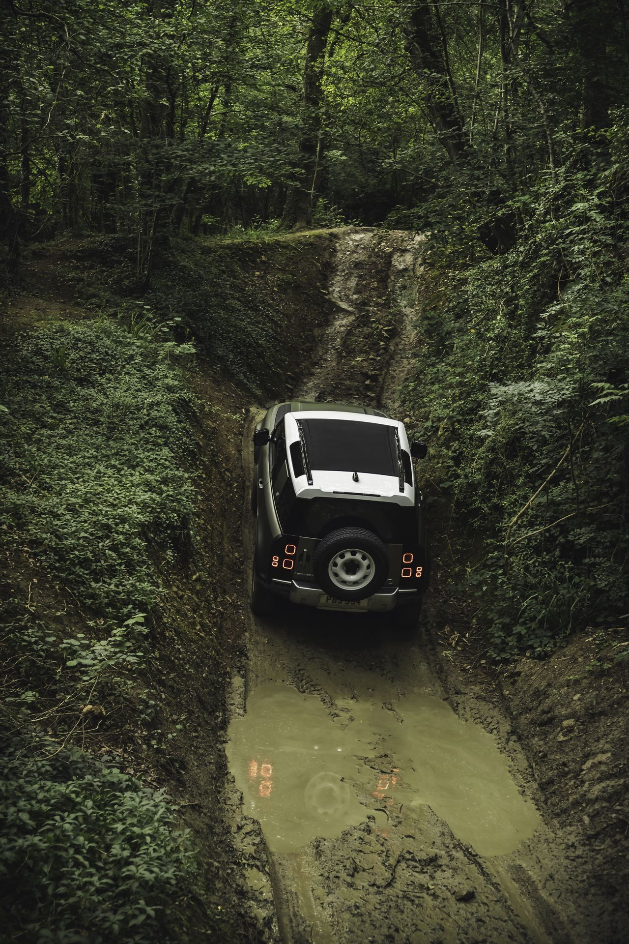 Land-Rover-Defender-2020-118
