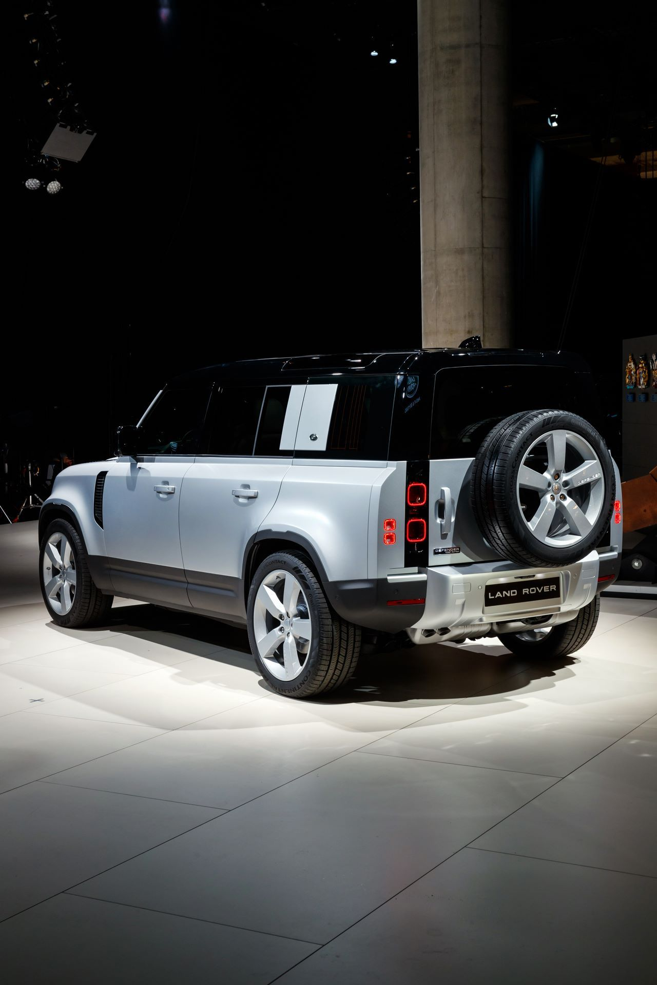Land-Rover-Defender-2020-12