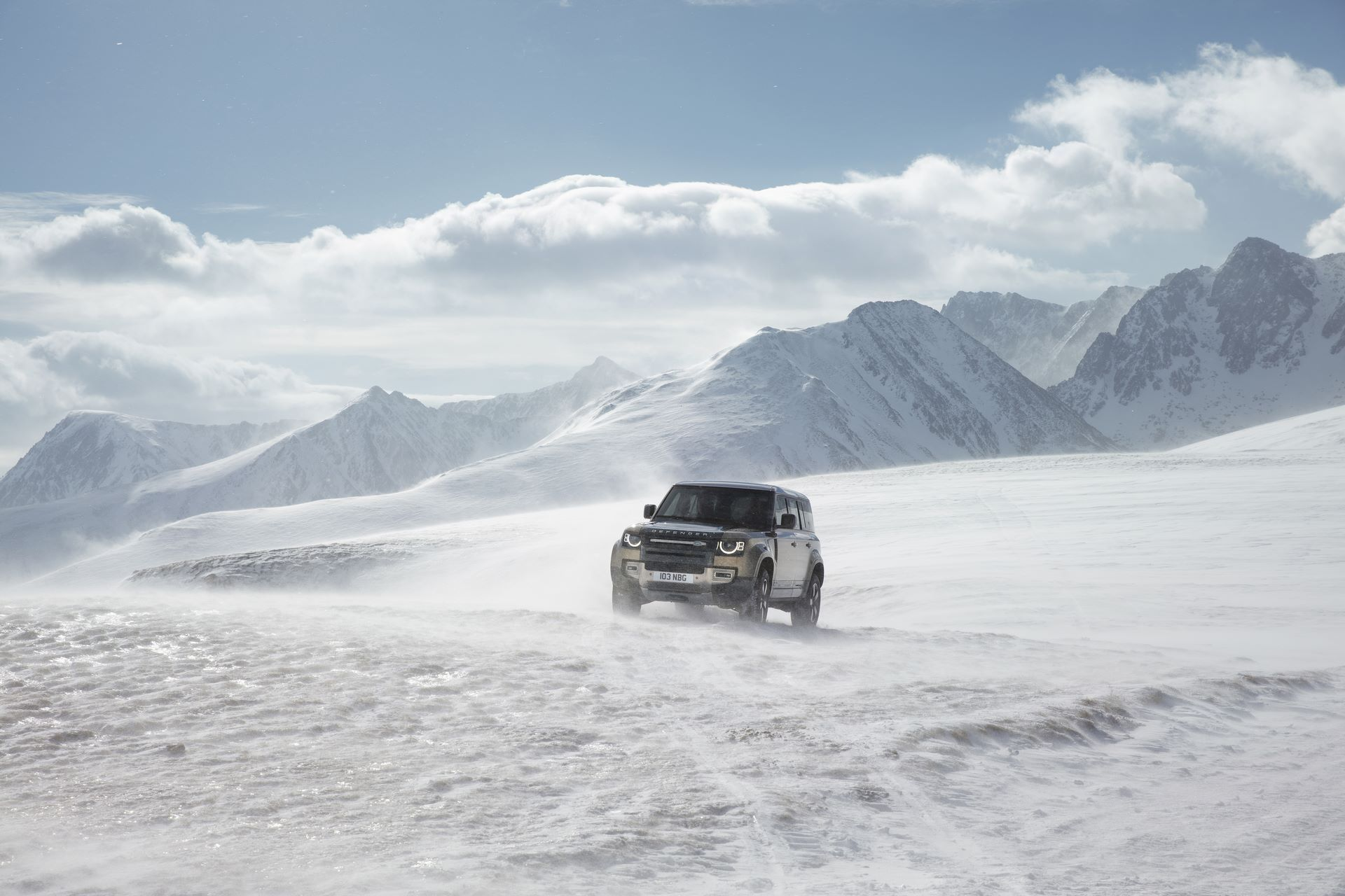 Land-Rover-Defender-2020-159