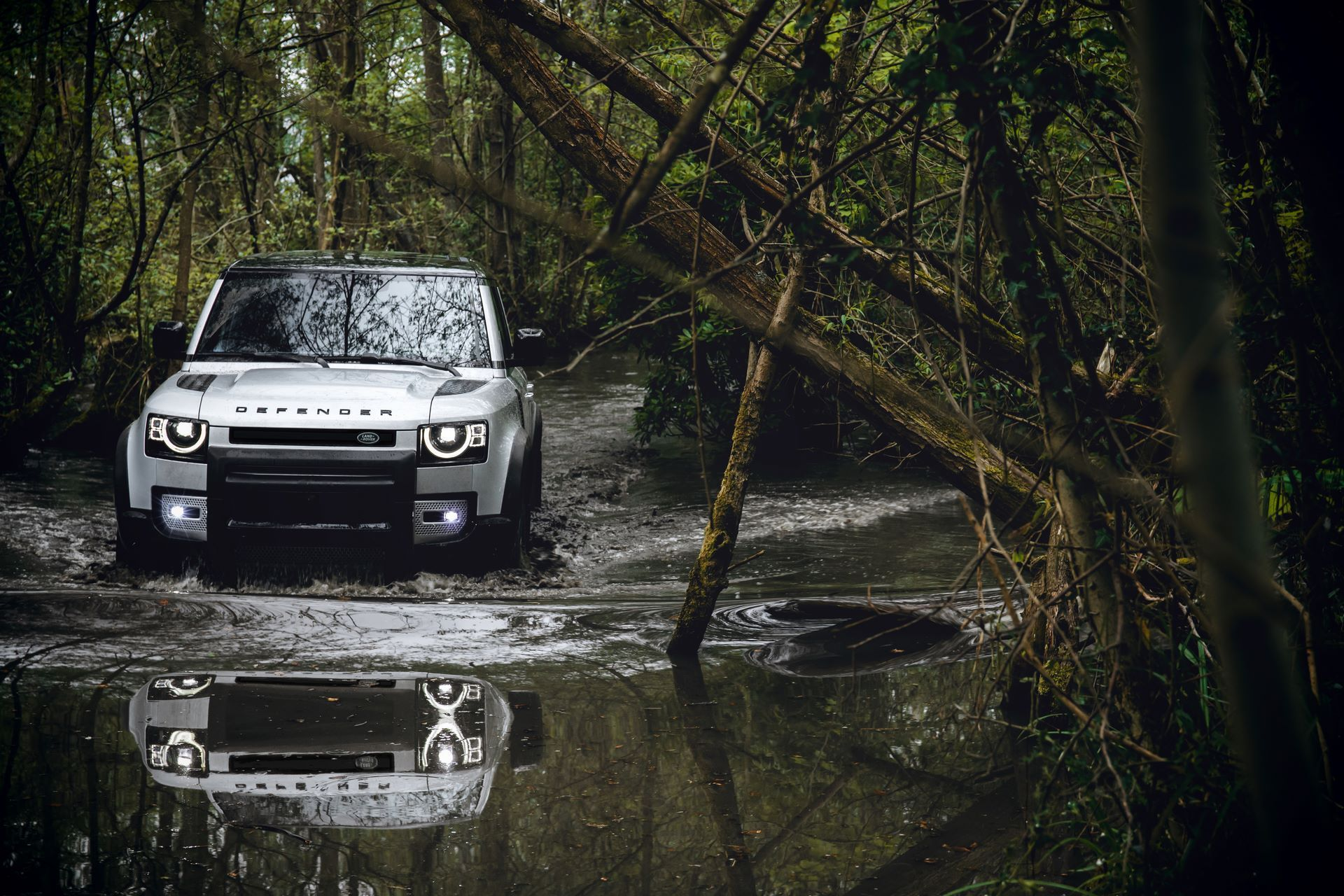 Land-Rover-Defender-2020-167