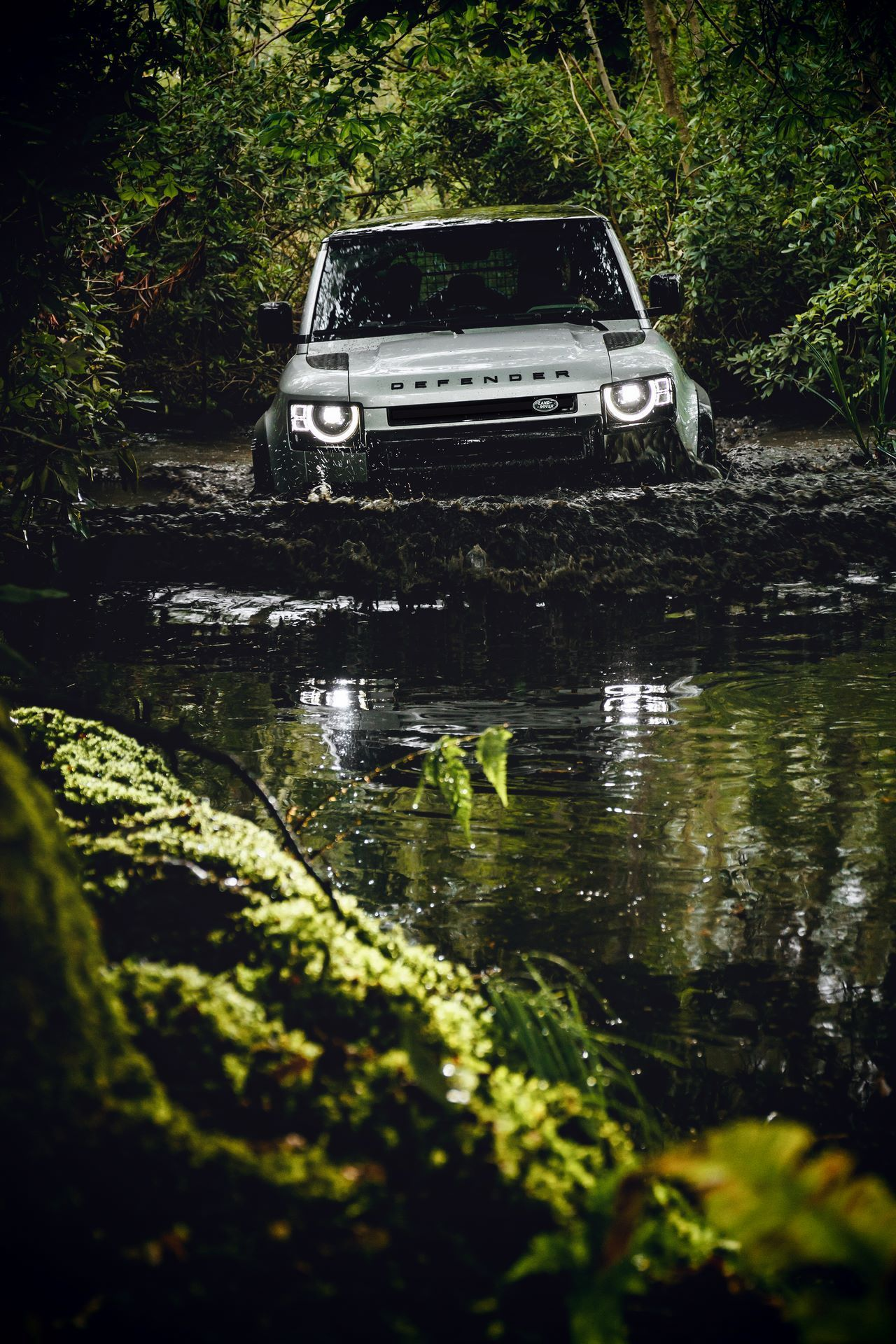 Land-Rover-Defender-2020-170