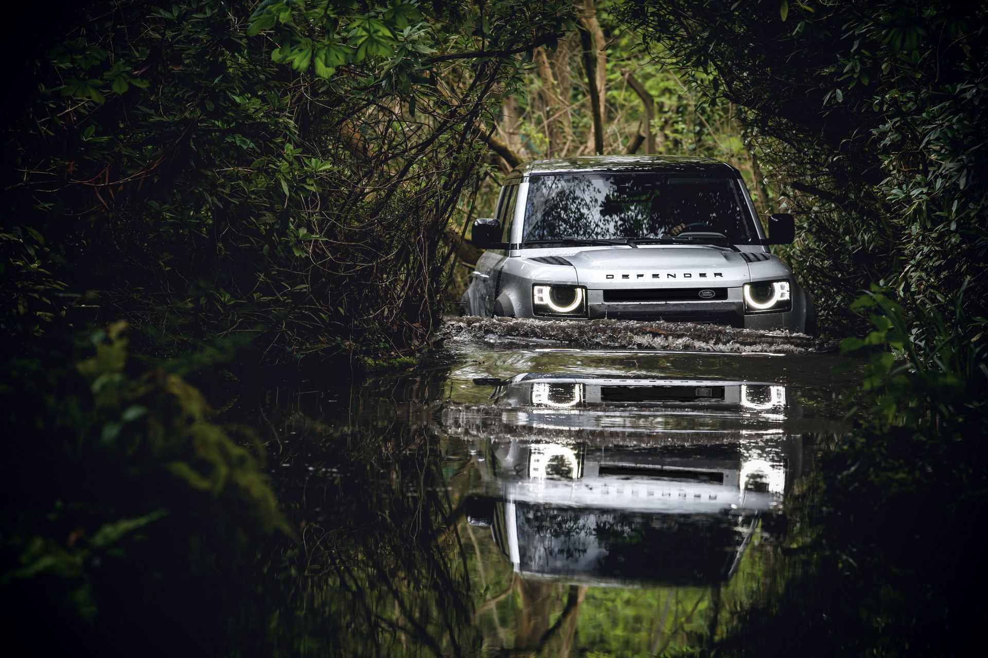 Land-Rover-Defender-2020-176