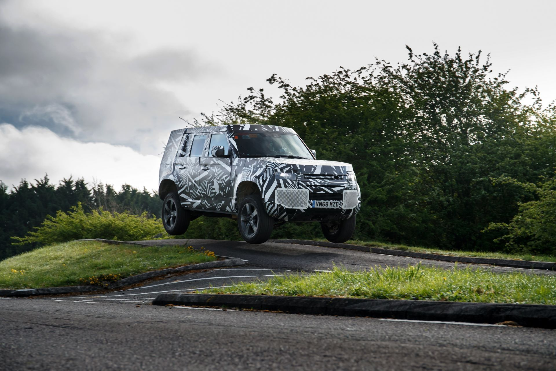 Land-Rover-Defender-2020-302