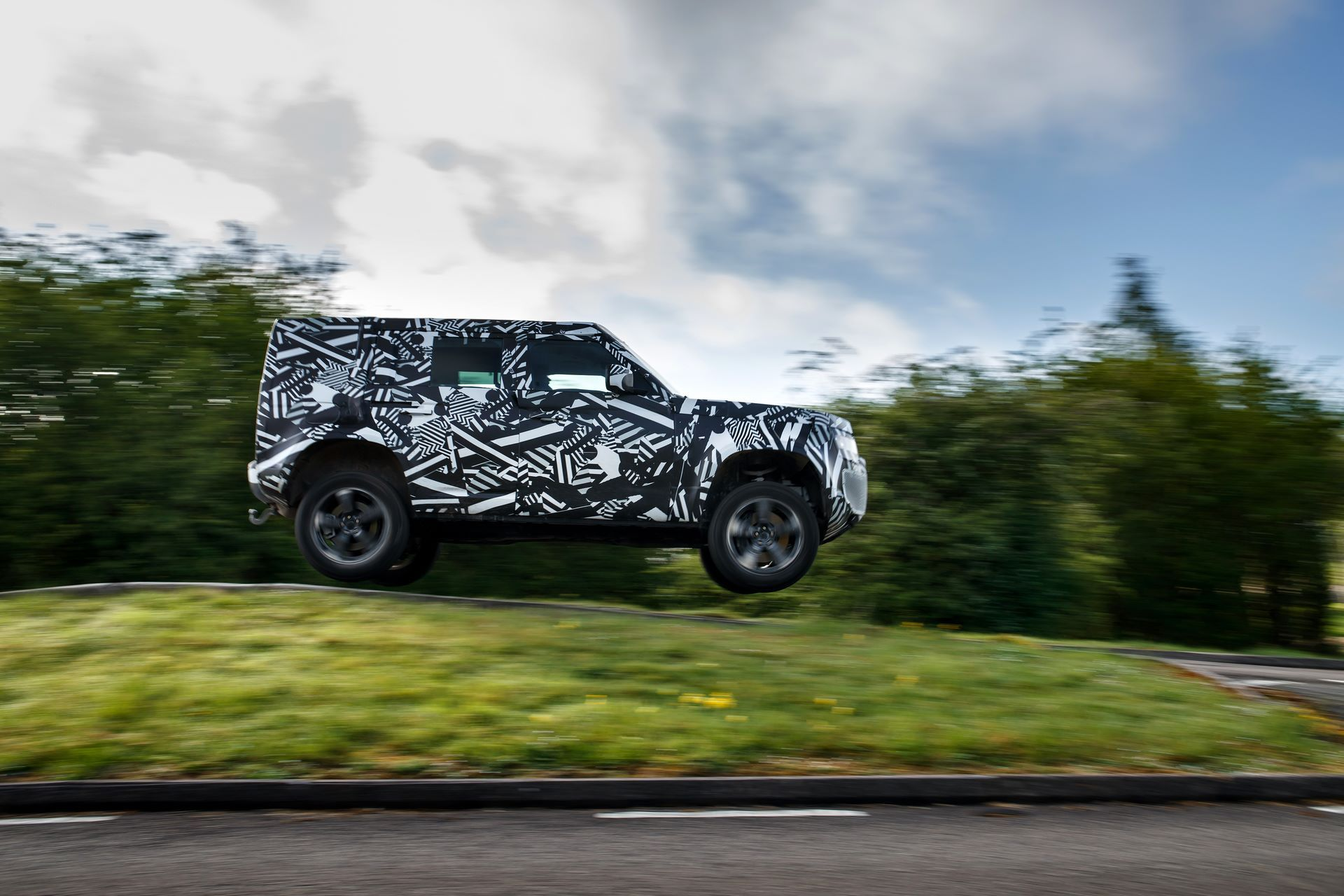 Land-Rover-Defender-2020-303