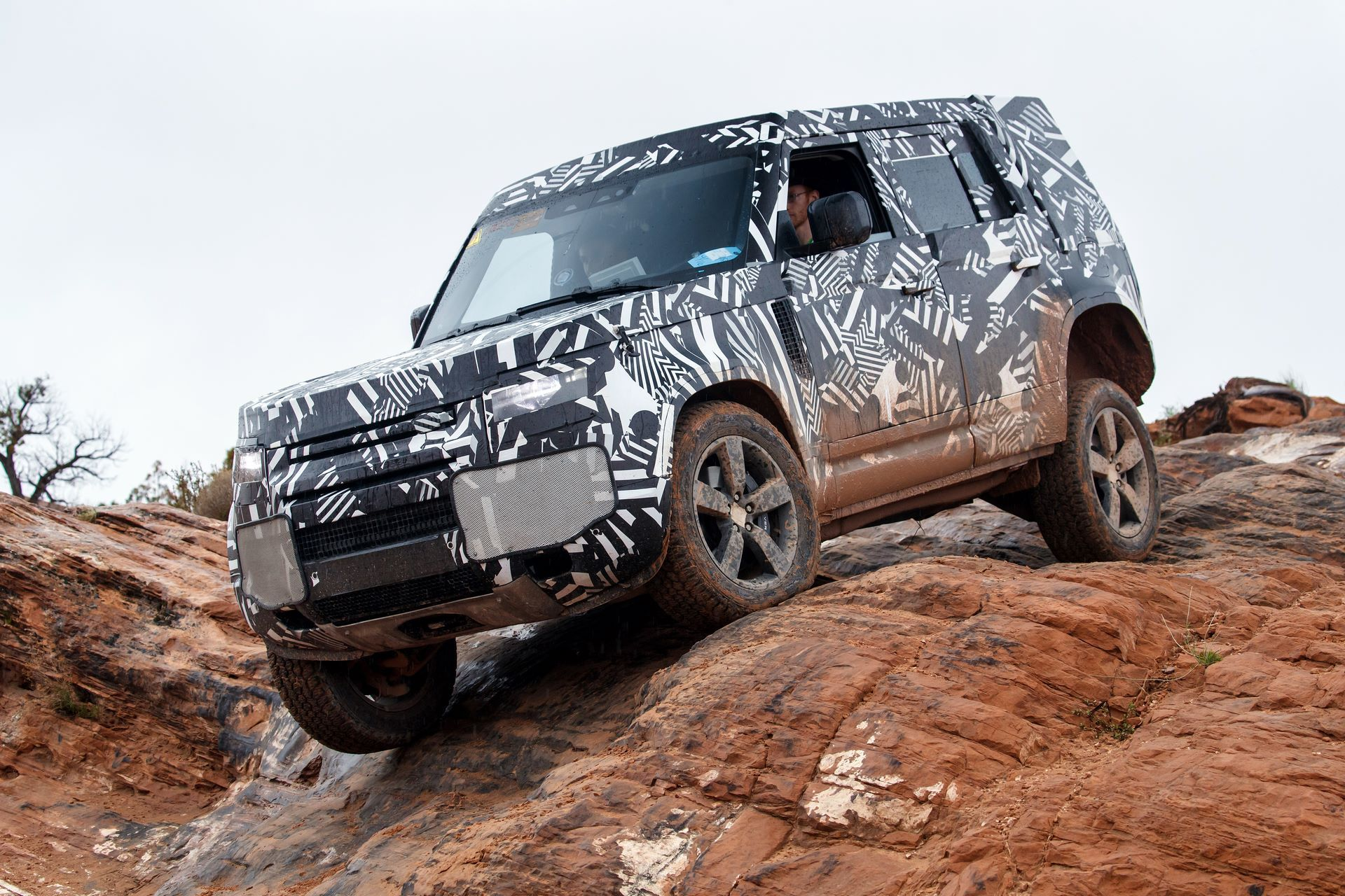 Land-Rover-Defender-2020-307
