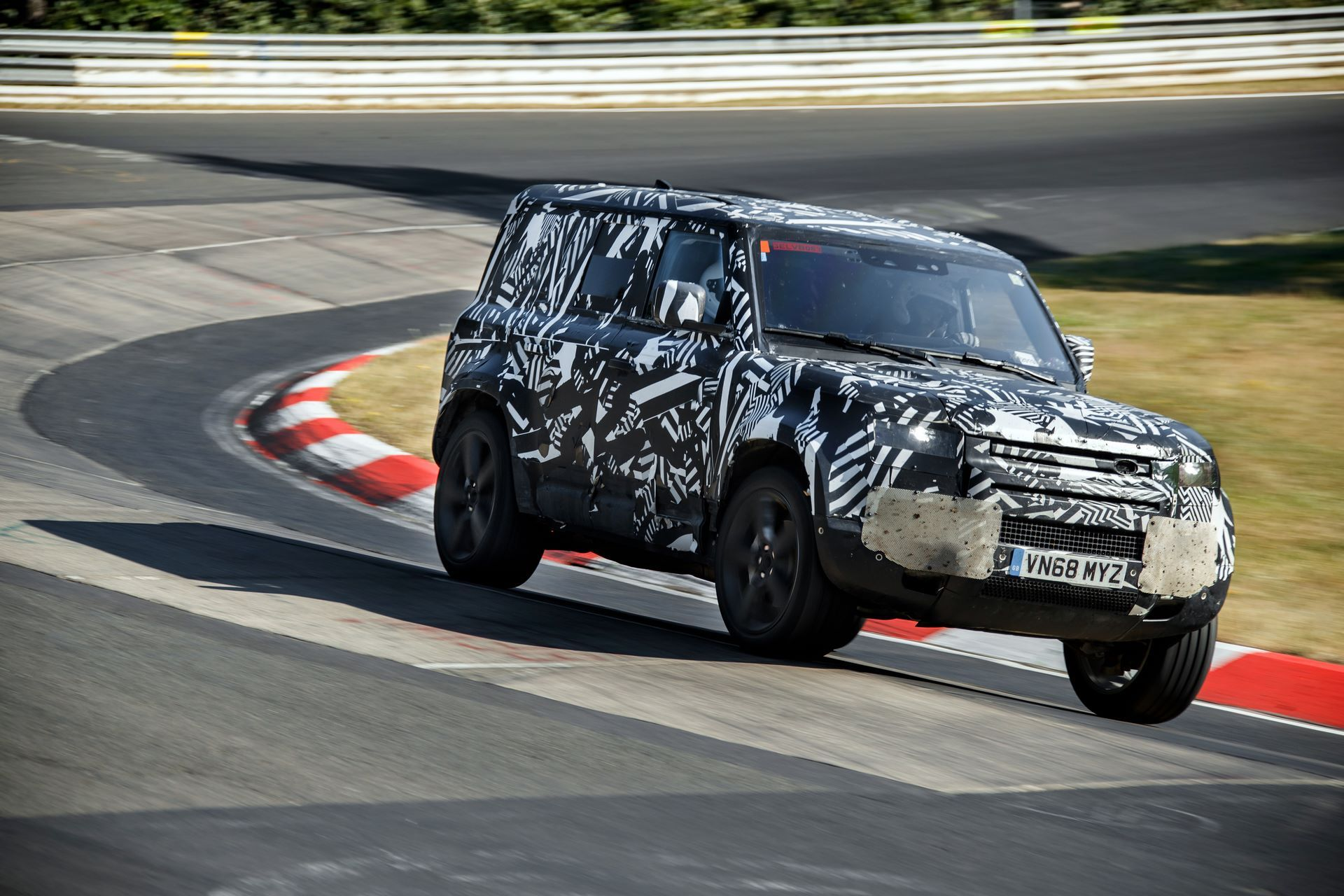 Land-Rover-Defender-2020-321
