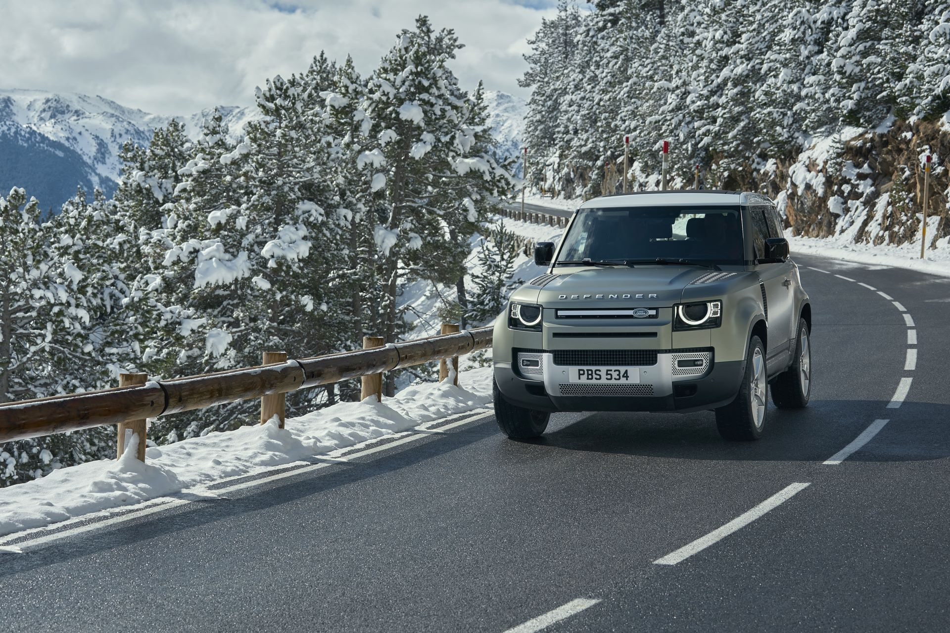 Land-Rover-Defender-2020-63