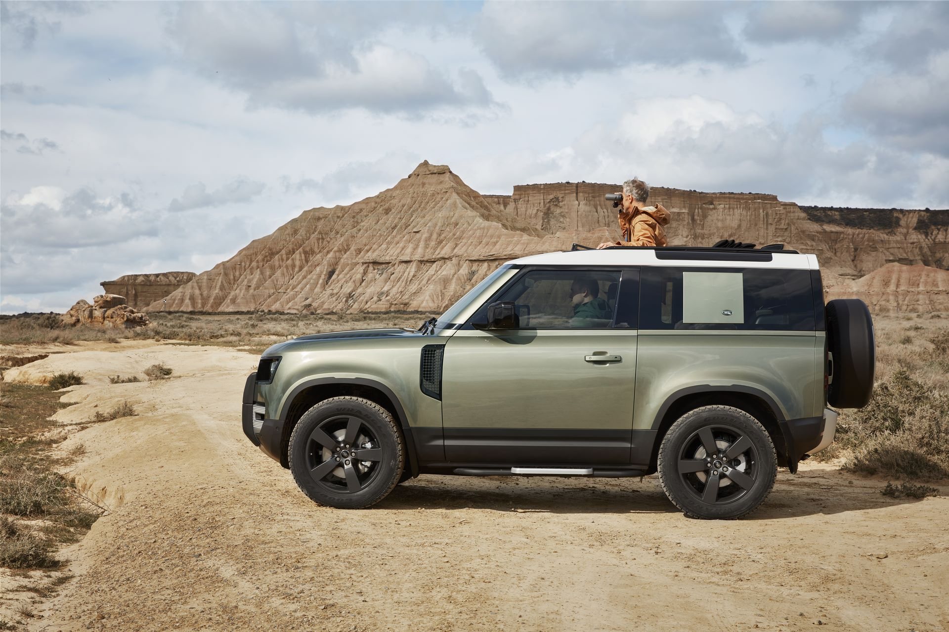 Land-Rover-Defender-2020-81