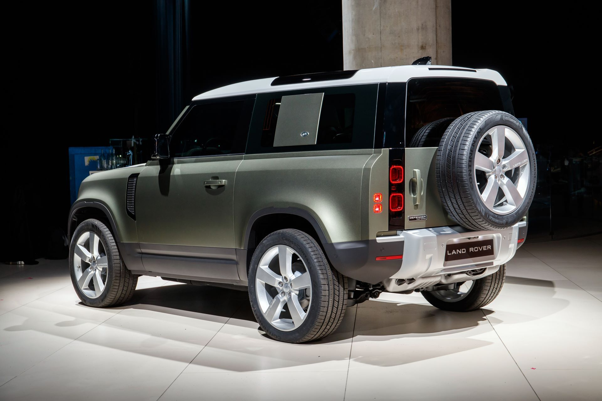 Land-Rover-Defender-2020-9