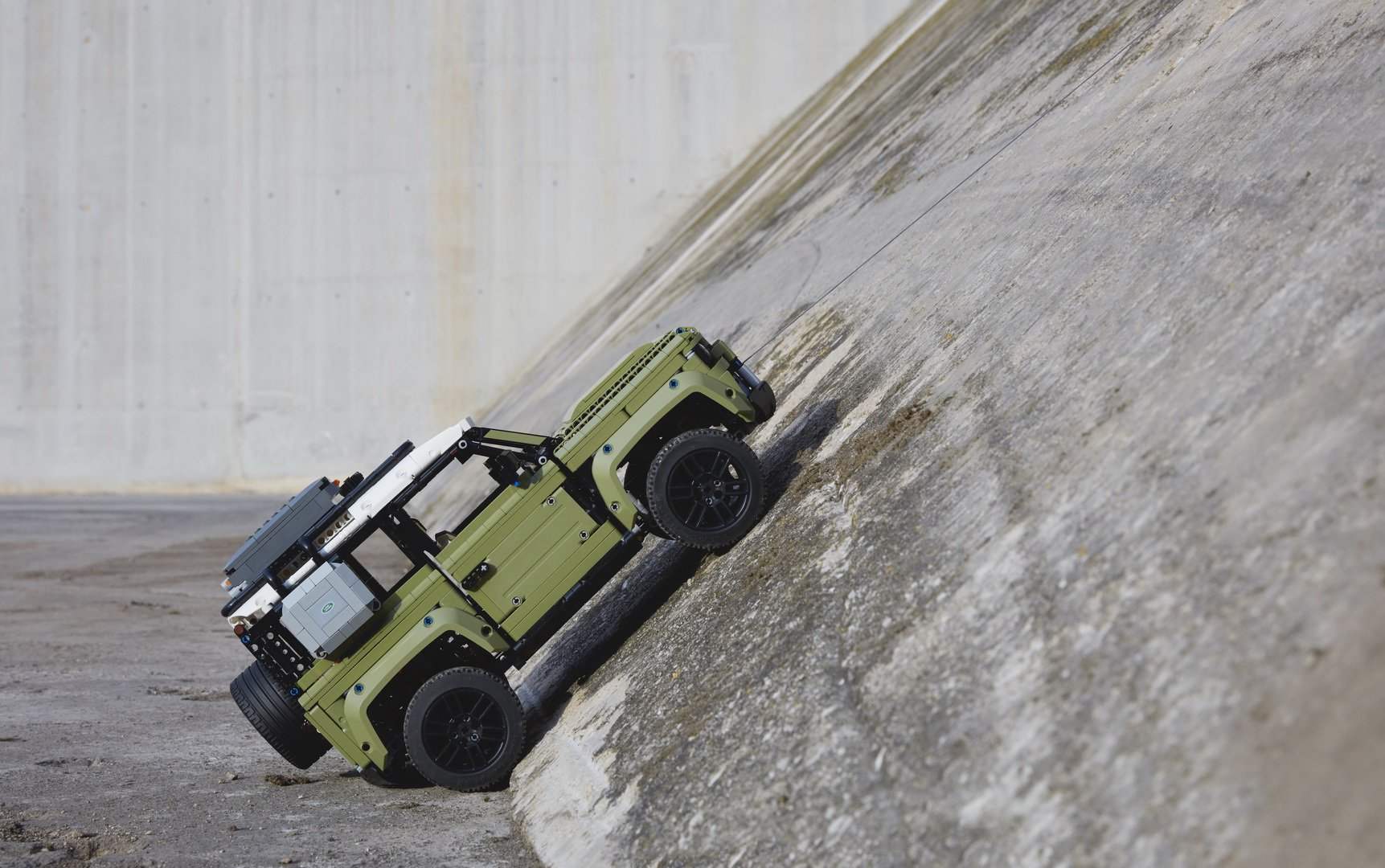 Land-Rover-Defender-by-Lego-10
