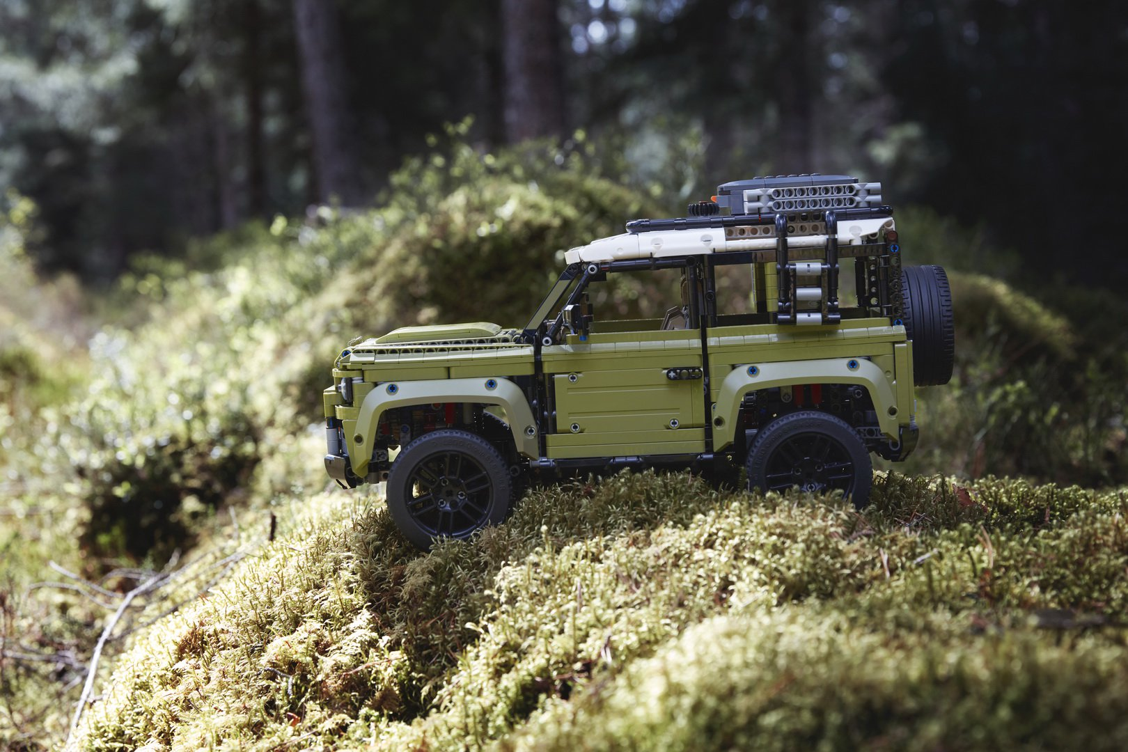 Land-Rover-Defender-by-Lego-11