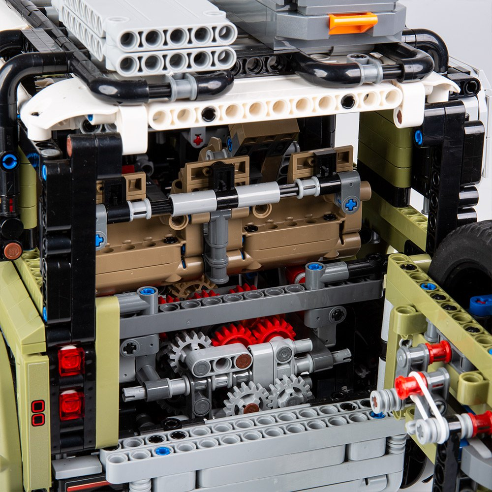 Land-Rover-Defender-by-Lego-17