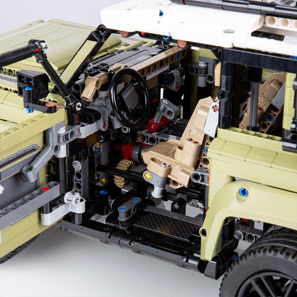 Land-Rover-Defender-by-Lego-18
