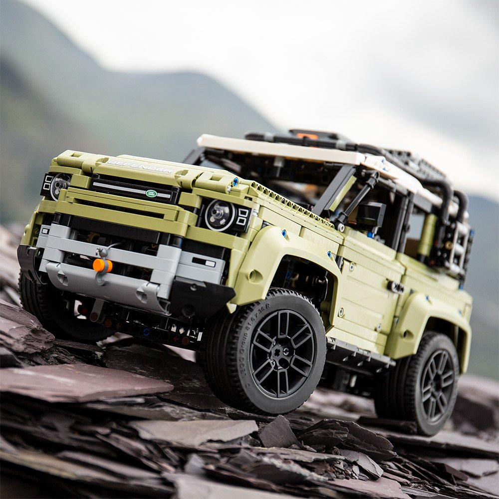Land-Rover-Defender-by-Lego-19
