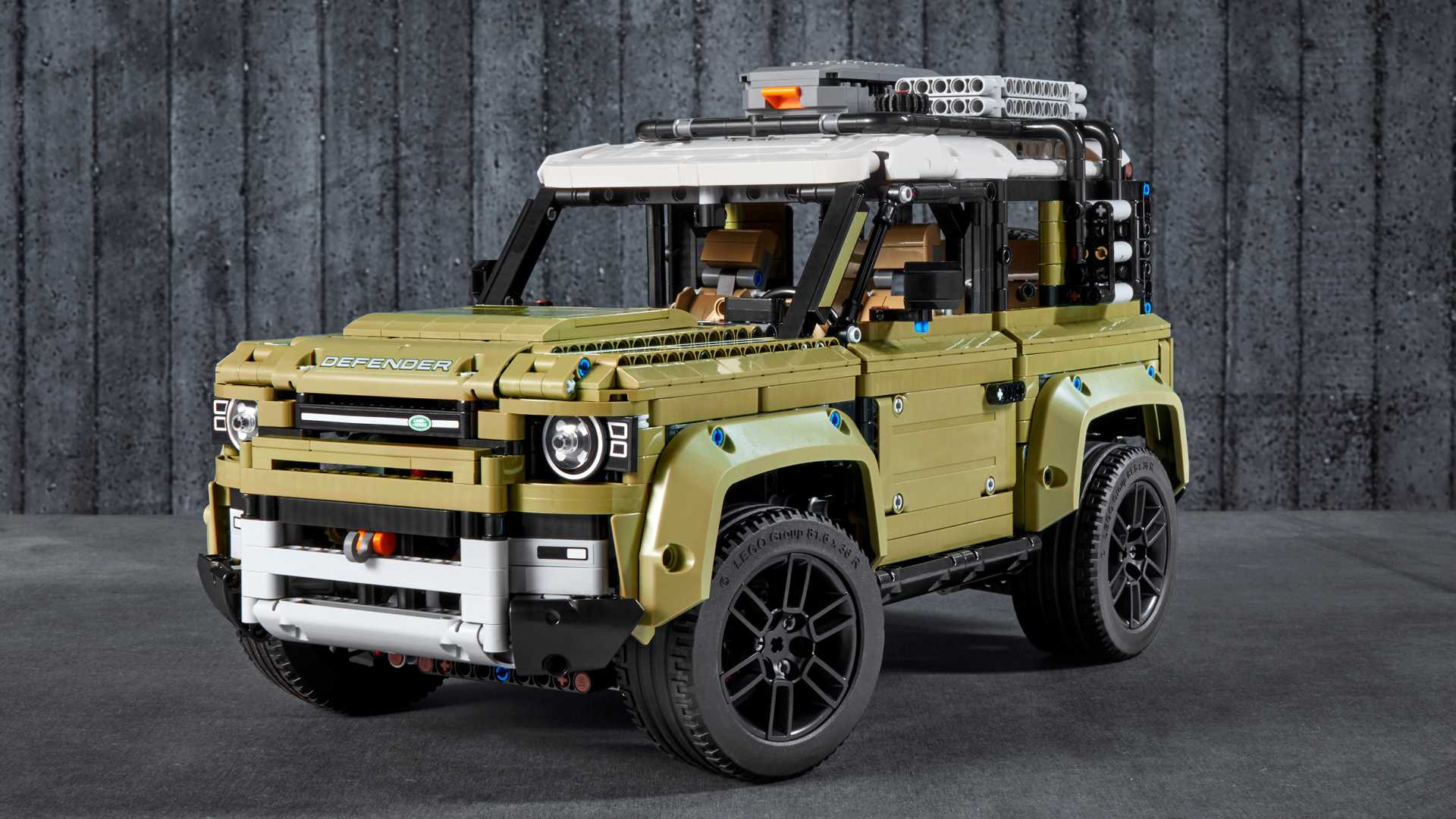 Land-Rover-Defender-by-Lego-23