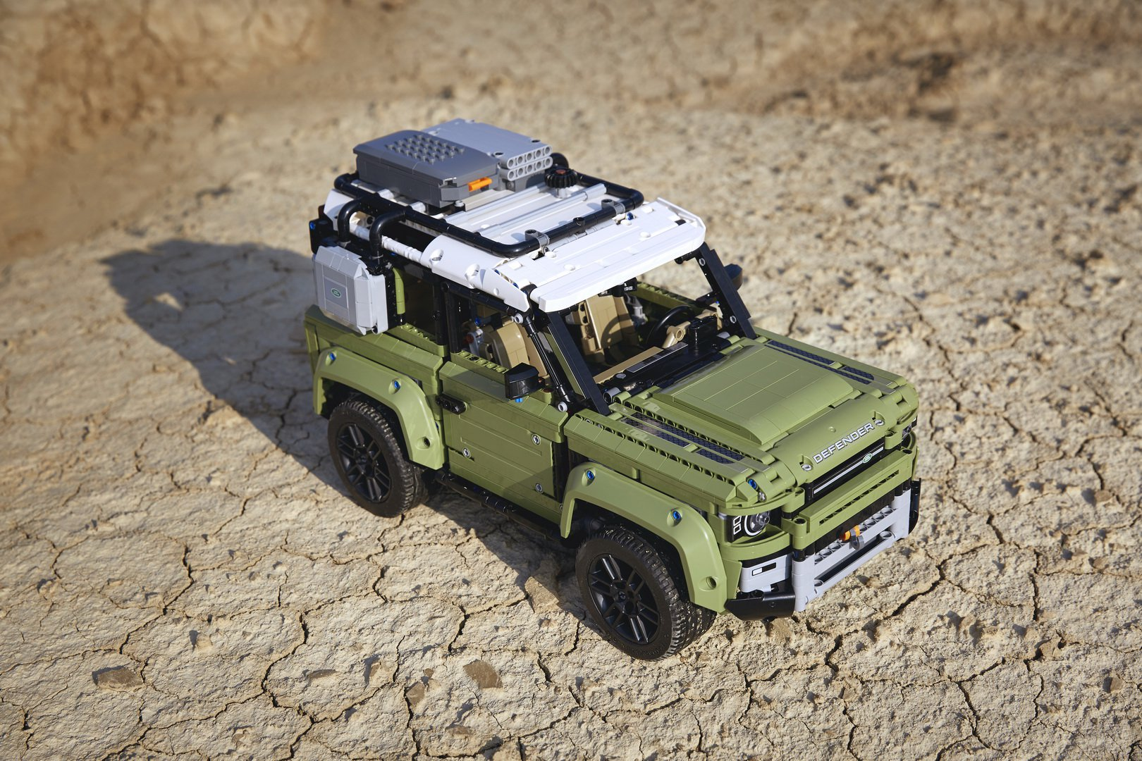 Land-Rover-Defender-by-Lego-4