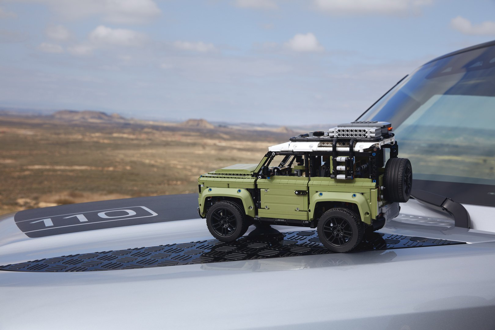 Land-Rover-Defender-by-Lego-6