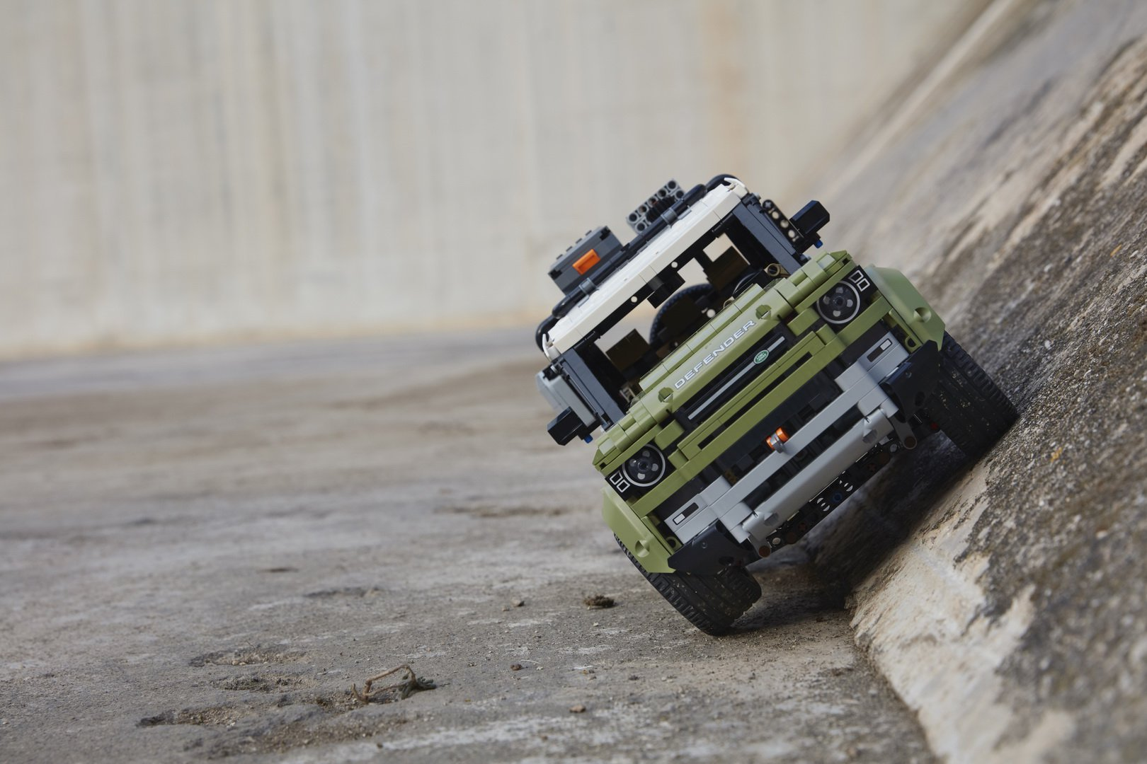 Land-Rover-Defender-by-Lego-9
