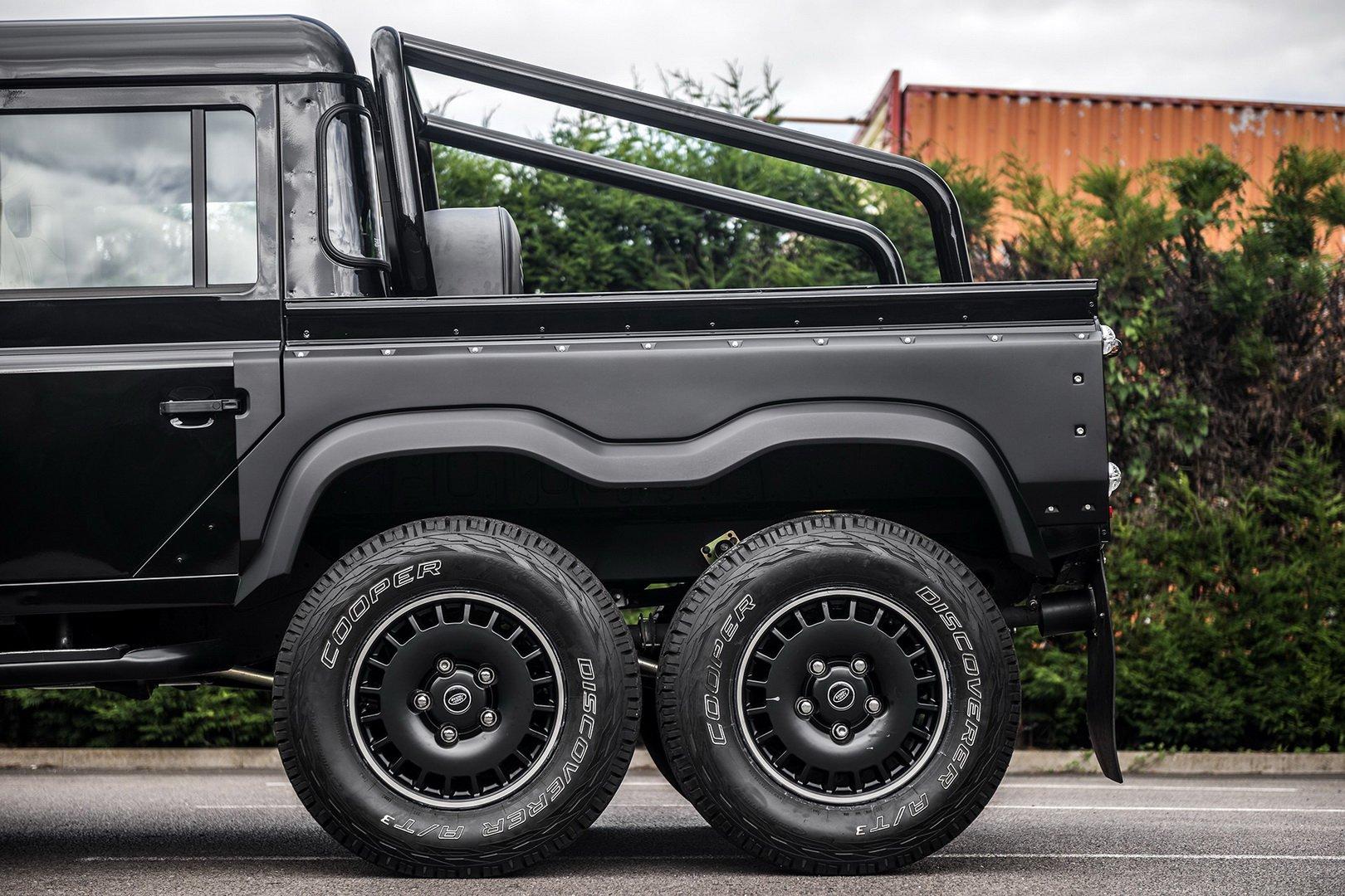 Land-Rover-Defender-Flying-Huntsman-6×6-13