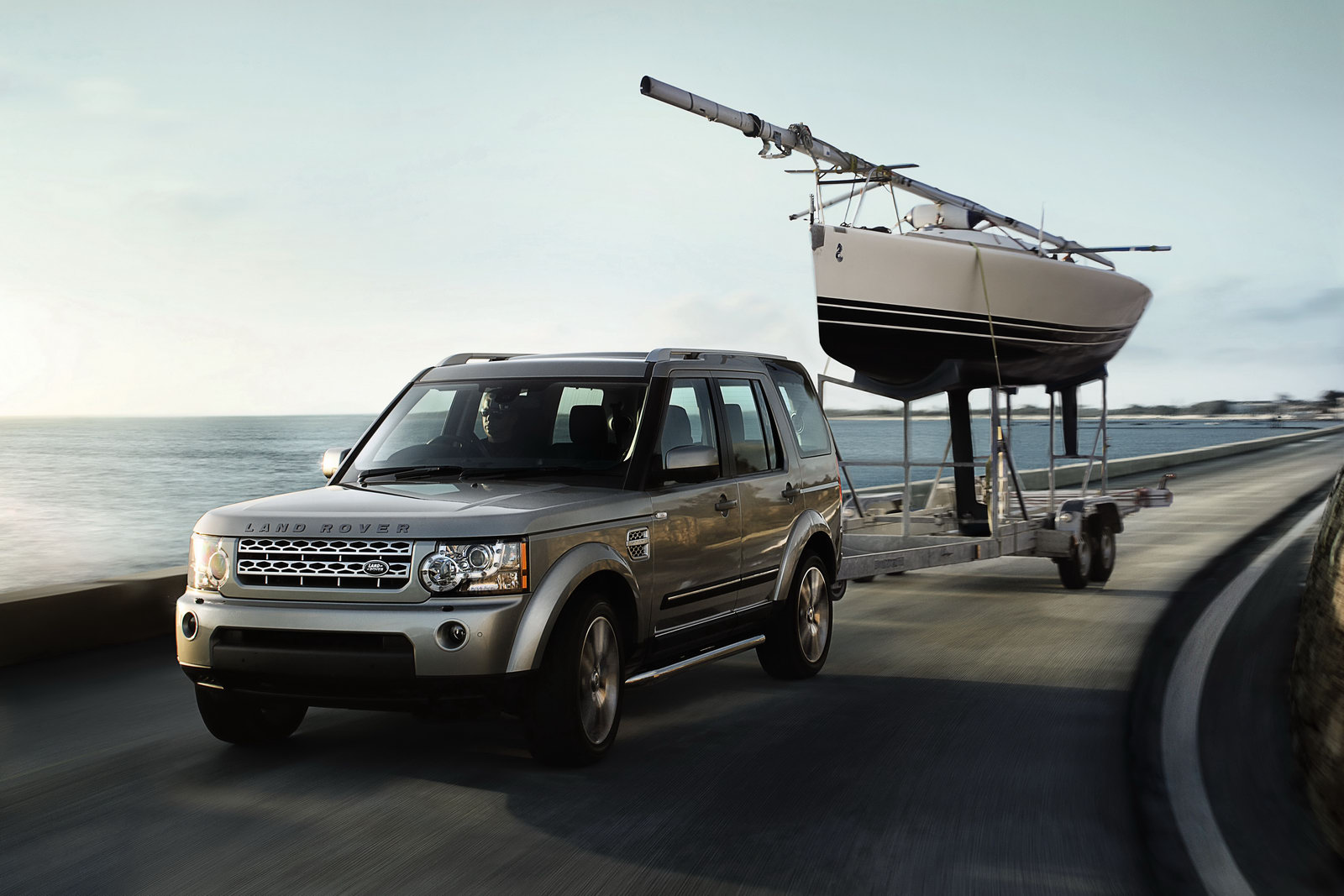 land rover discovery 4 range rover sport 2012. Black Bedroom Furniture Sets. Home Design Ideas