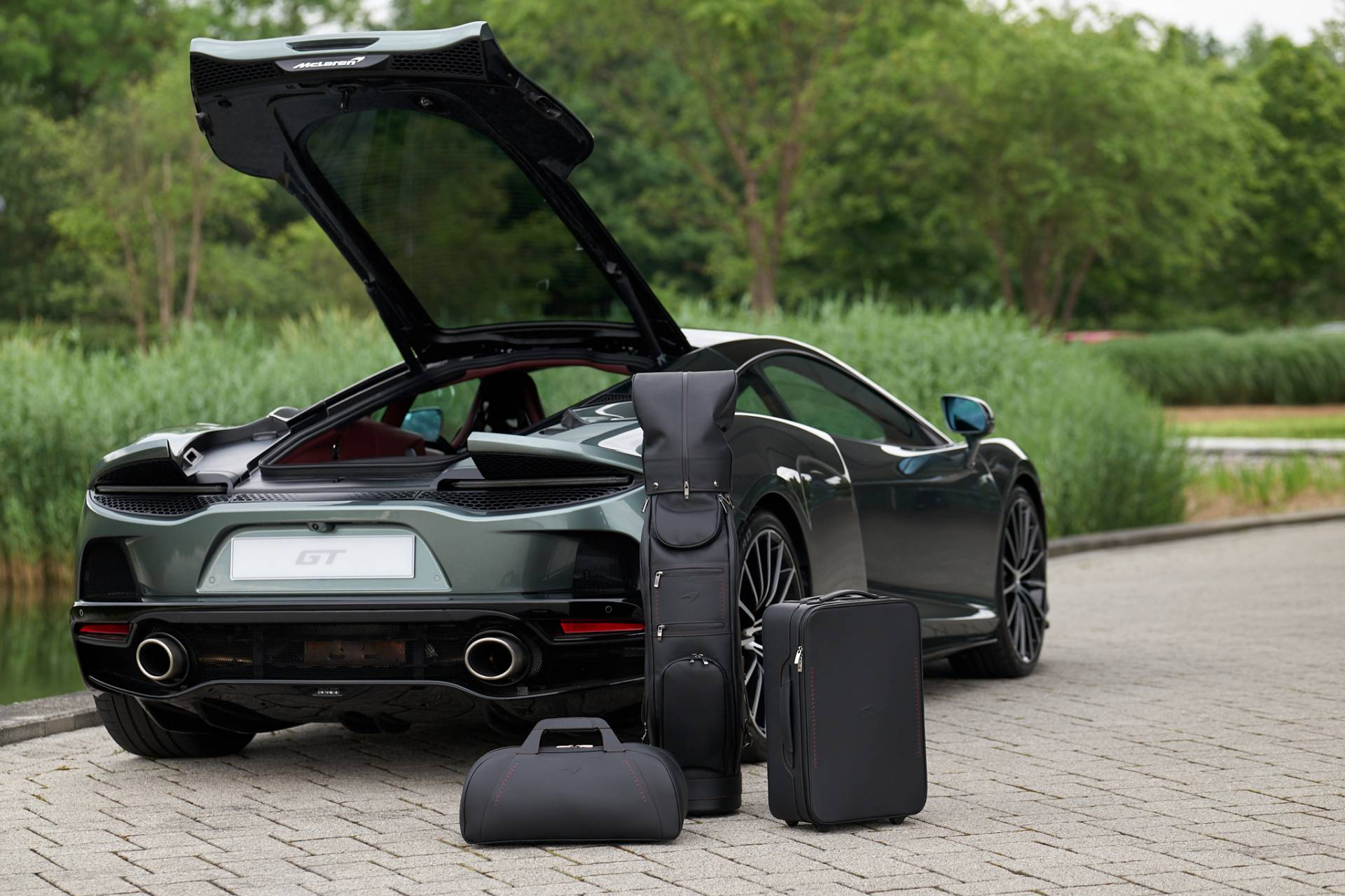 McLaren-GT-Luggage-Set-By-MSO-1