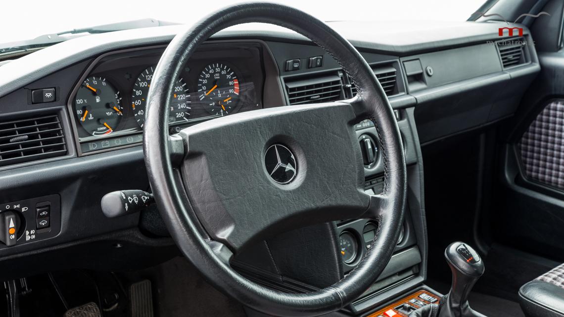 Mercedes_190E_2.5-16_Evo_II_0013