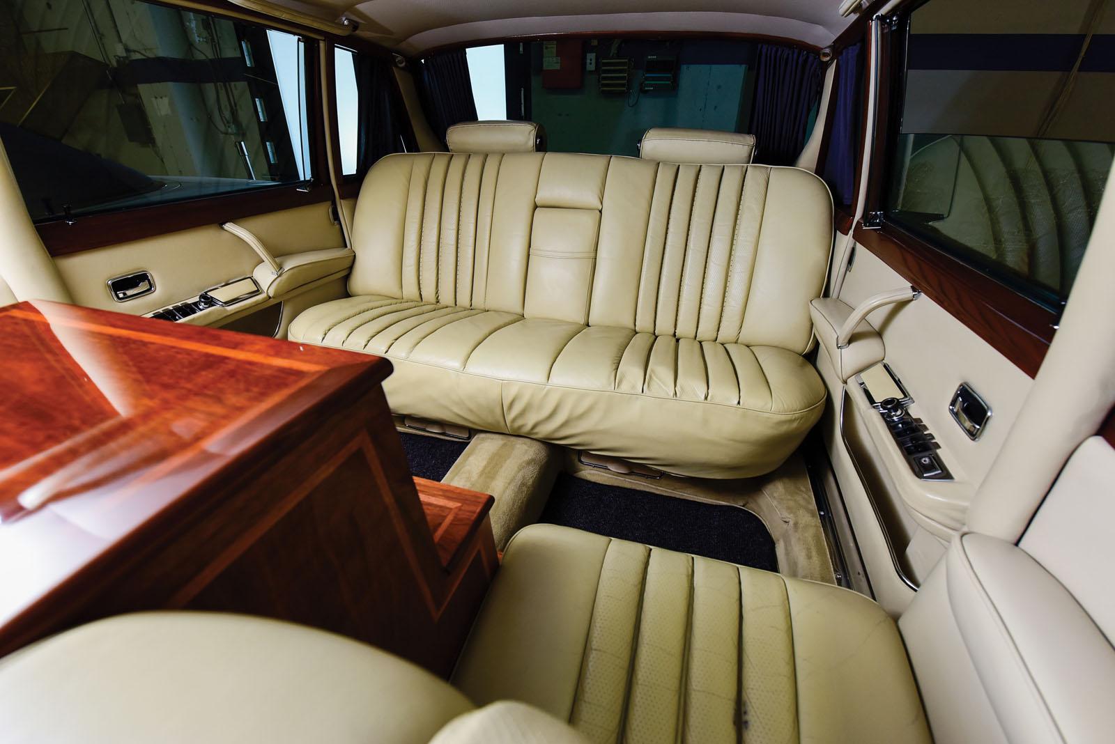 Mercedes-Benz 600 Pullman 1968 in auction (18)