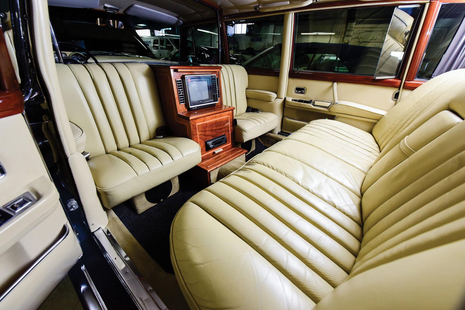 Mercedes-Benz 600 Pullman 1968 in auction (19)
