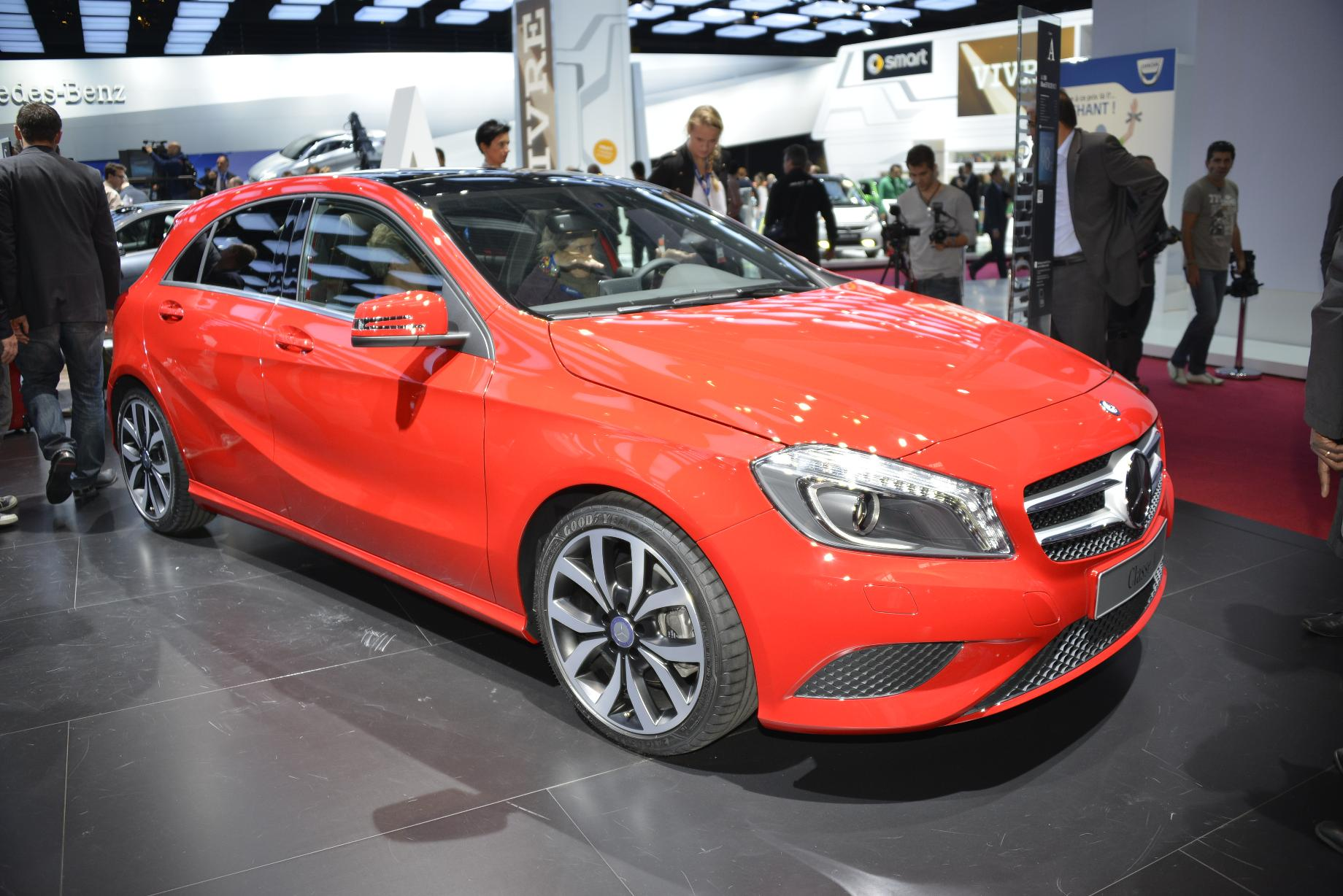http://www.autoblog.gr/wp-content/gallery/mercedes-benz-a-class-and-cls-shooting-brake-live-in-paris-2012/mercedes-benz-a-class-live-in-paris-2012-1.jpg