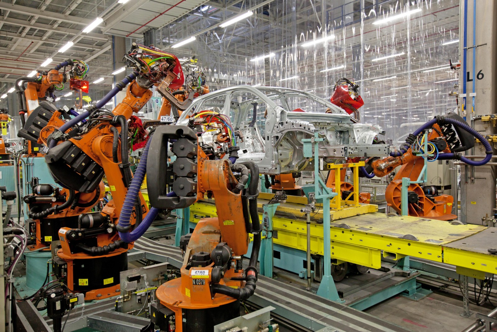 Mercedes assembly plants for Mercedes benz plant salary