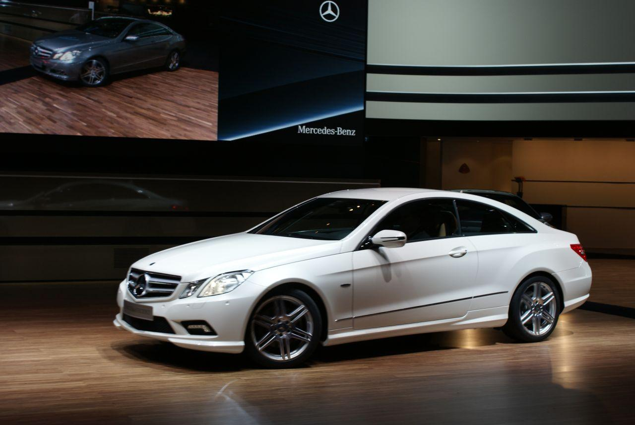 Get last automotive article 2015 lincoln mkc makes its for Mercedes benz 2009 e class