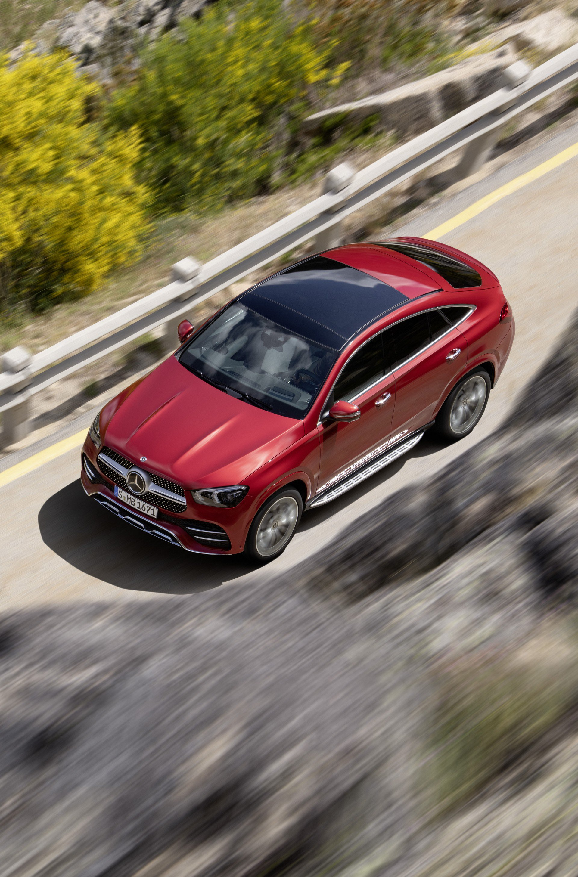 121b4ce0-2020-mercedes-gle-coupe-36
