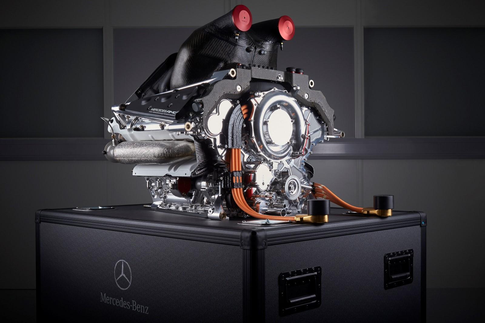 http://www.autoblog.gr/wp-content/gallery/mercedes-benz-pu106a-hybrid-dewar-trophy/Mercedes-Benz-PU106A-Hybrid-1.JPG