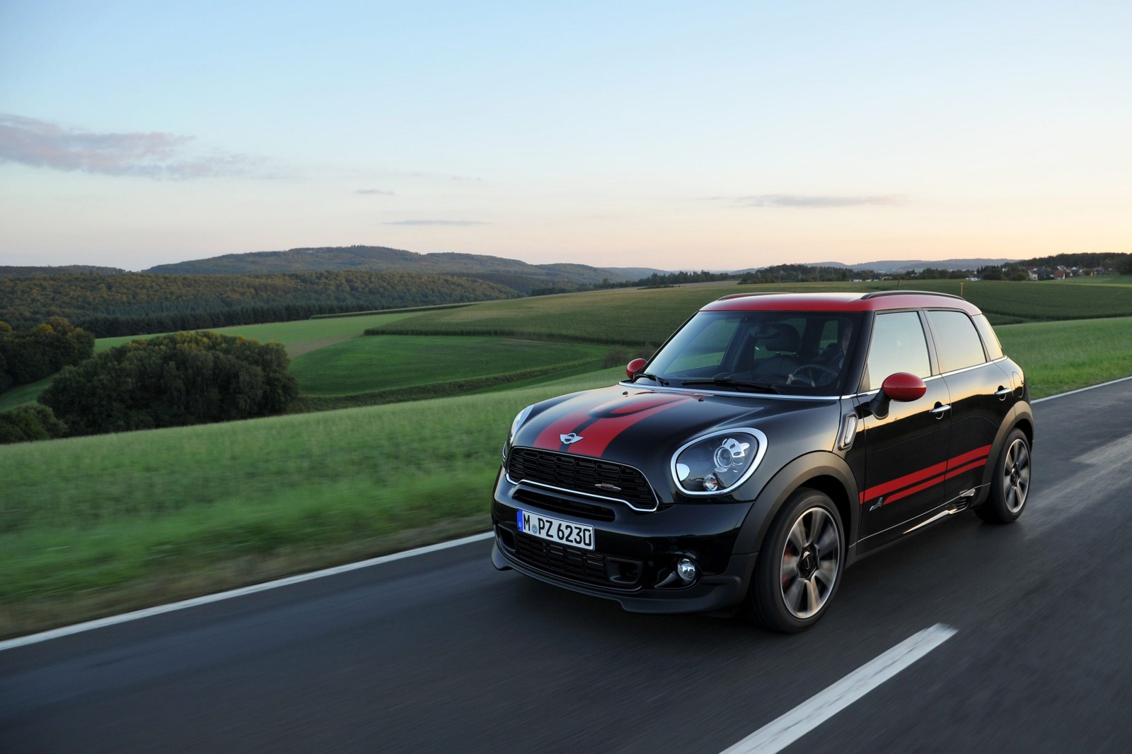 mini countryman john cooper works photo gallery. Black Bedroom Furniture Sets. Home Design Ideas