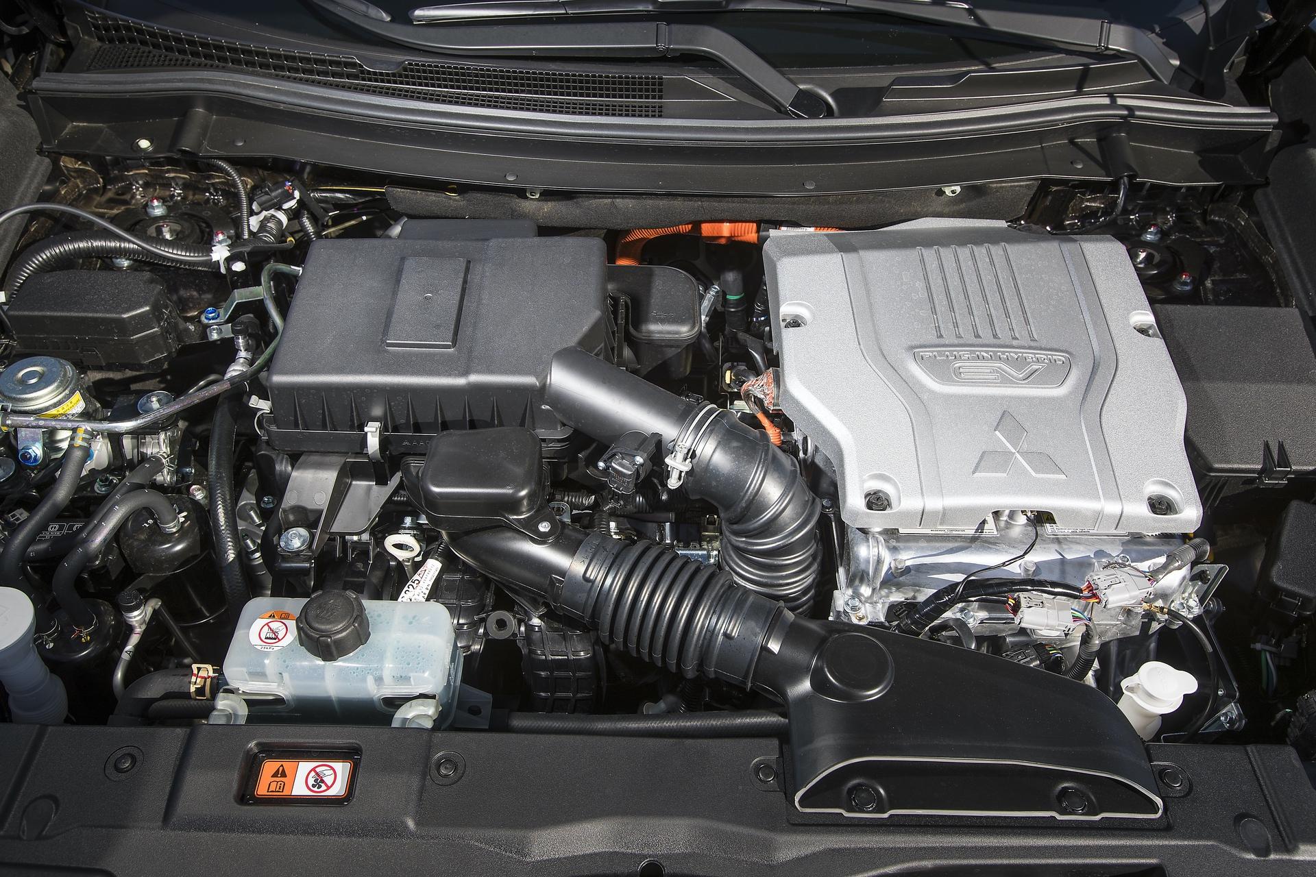 Mitsubishi_Outlander_PHEV_0032