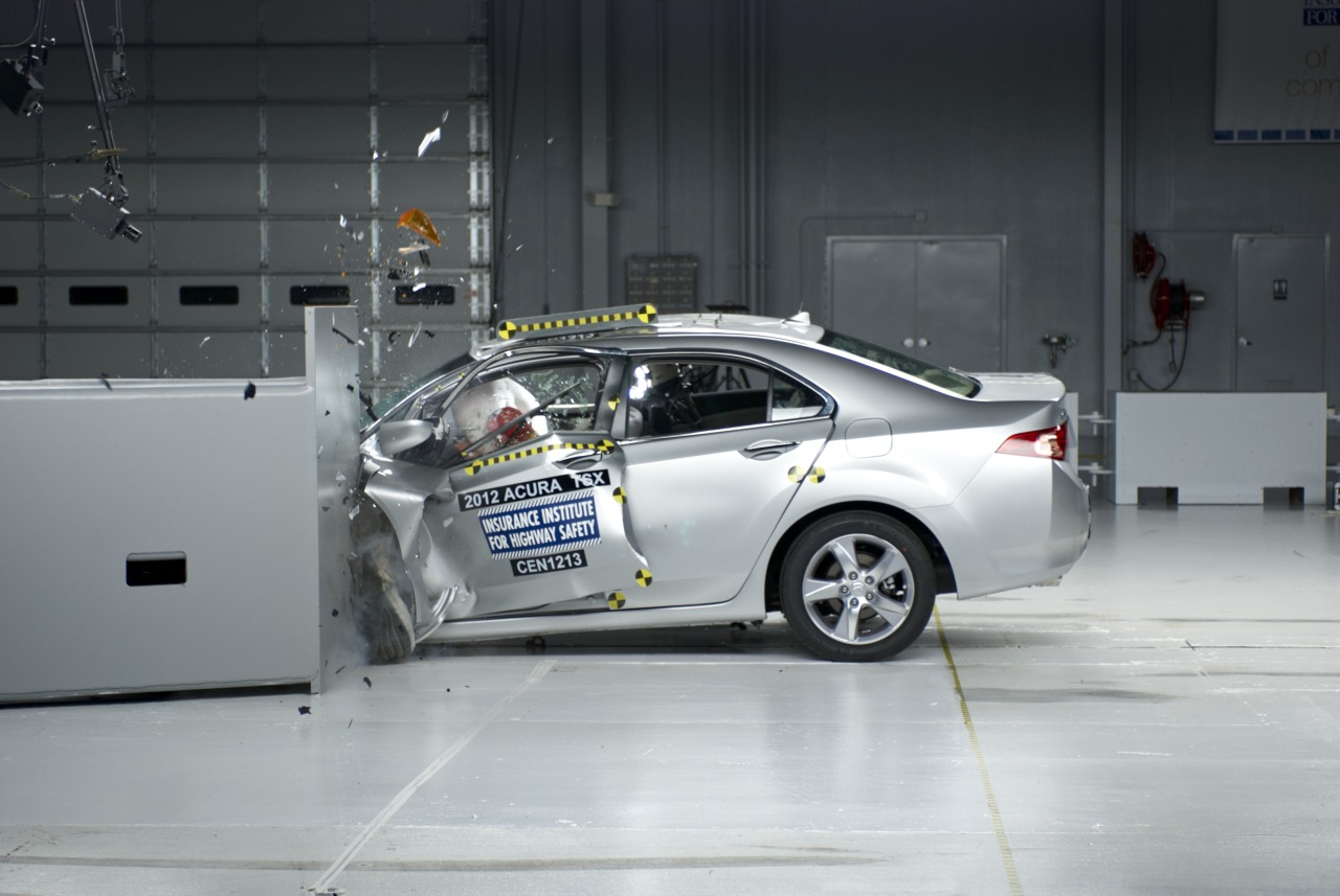 car crash safety new vs old which car is safer autos post. Black Bedroom Furniture Sets. Home Design Ideas