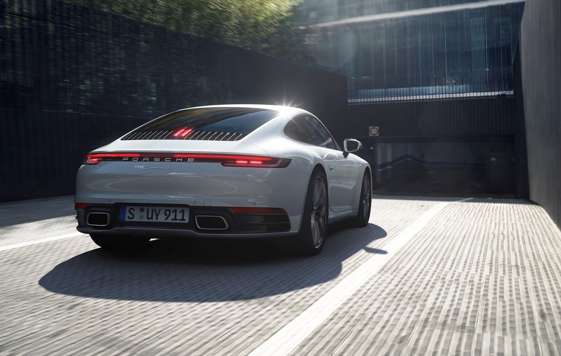 Porsche-911-Carrera-4-Coupe-and-Cabriolet-2020-3