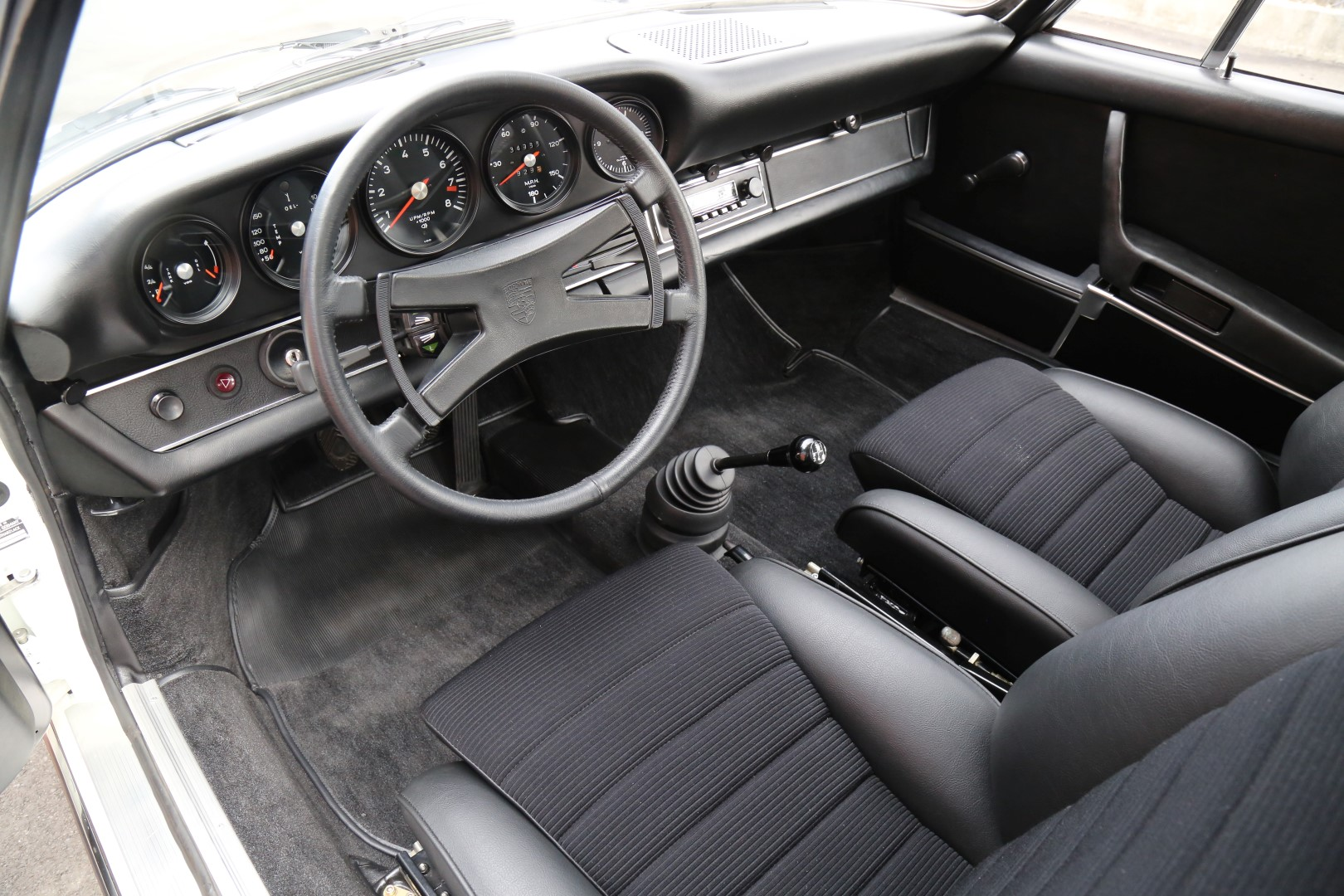 Porsche-911-Carrera-RS-2.7-1973-for-sale-36