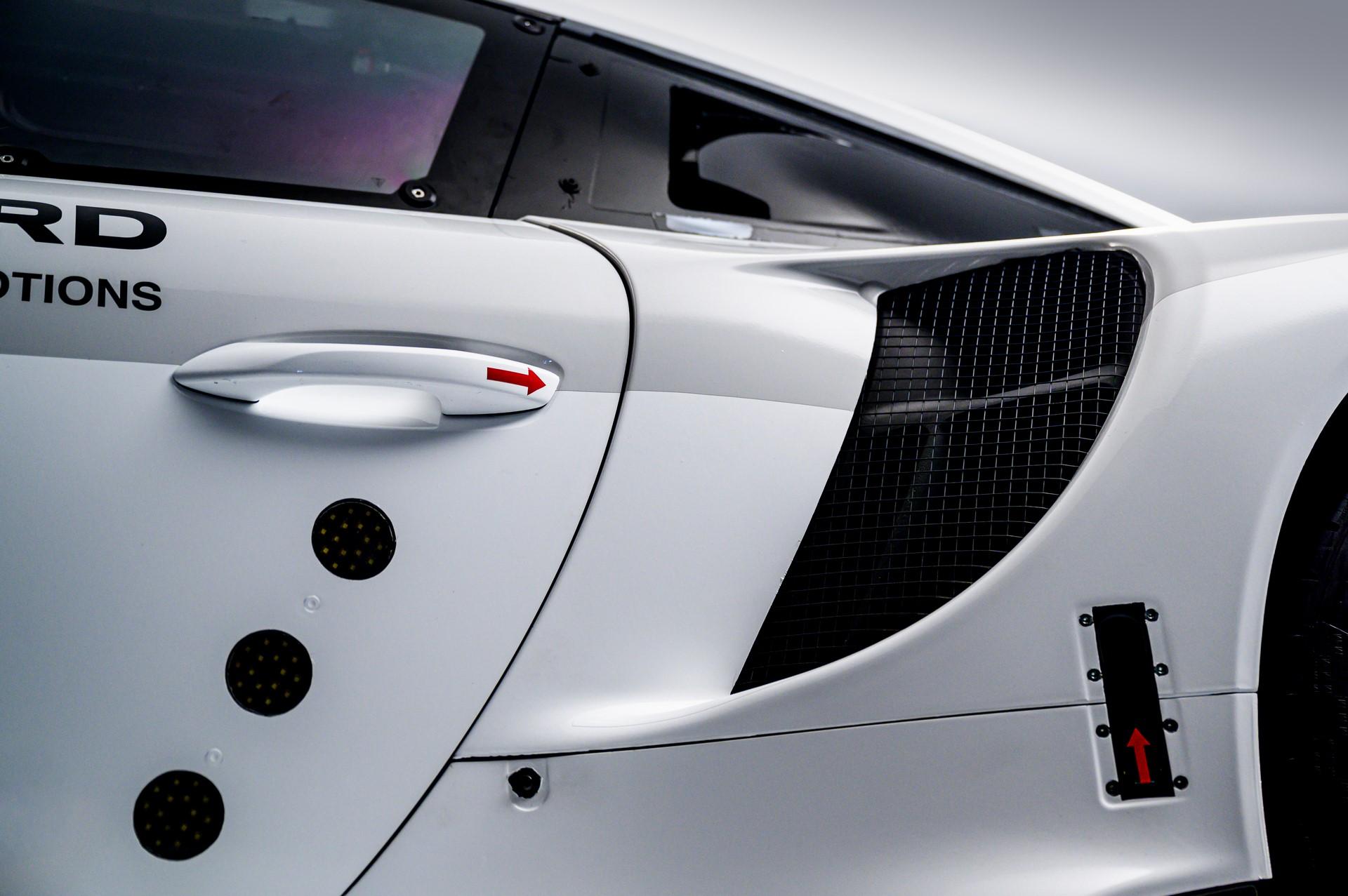 Porsche-911-RSR-2019-15