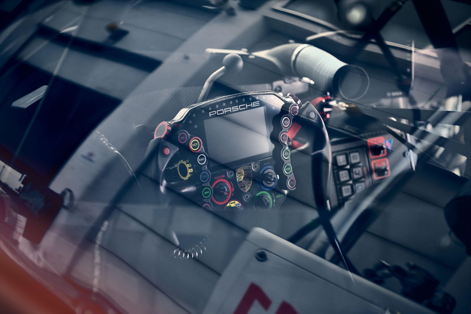Porsche-911-RSR-2019-17
