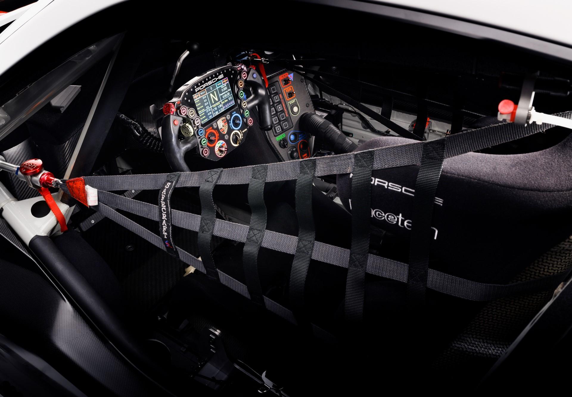 Porsche-911-RSR-2019-3