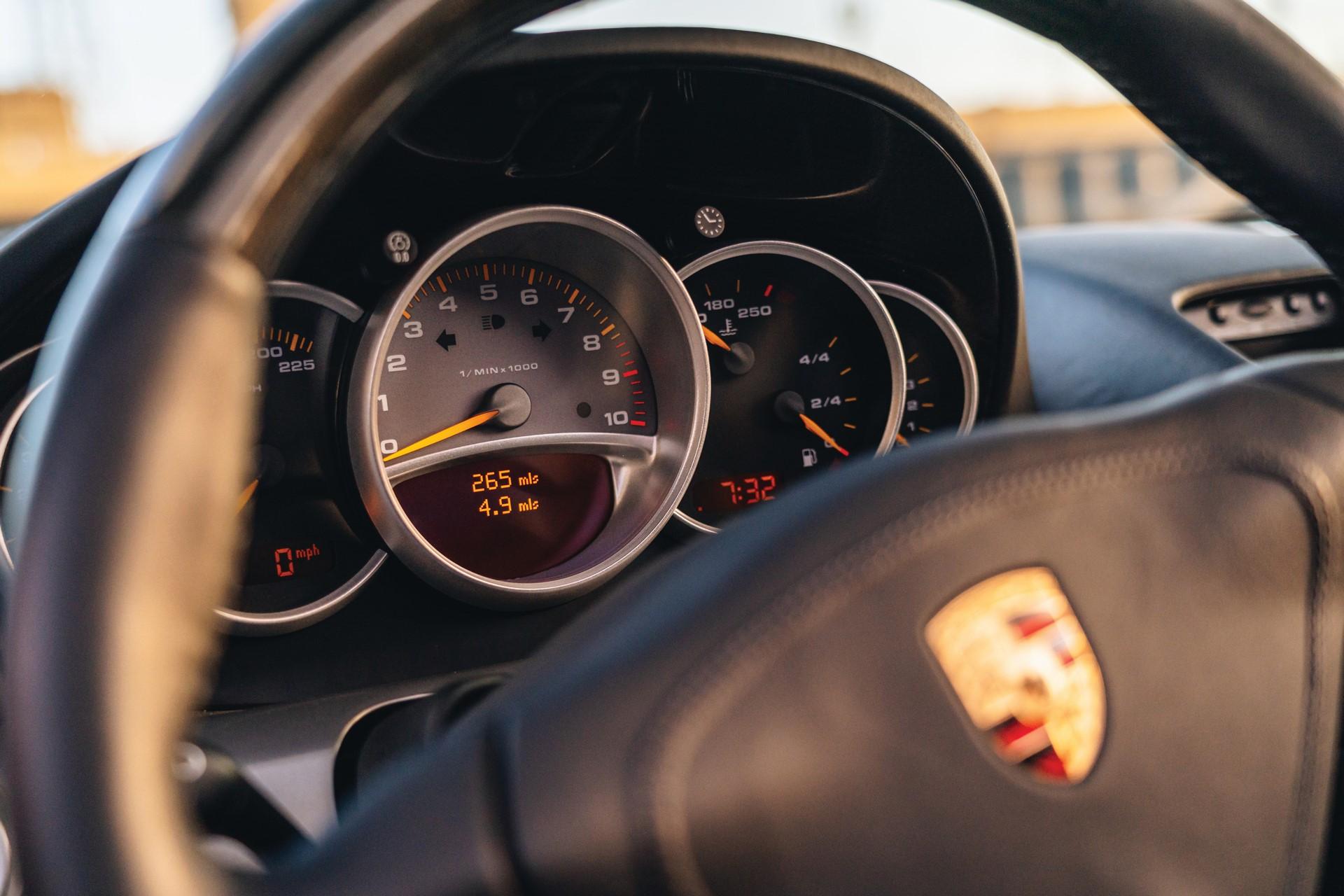 2005-Porsche-Carrera-GT-_11