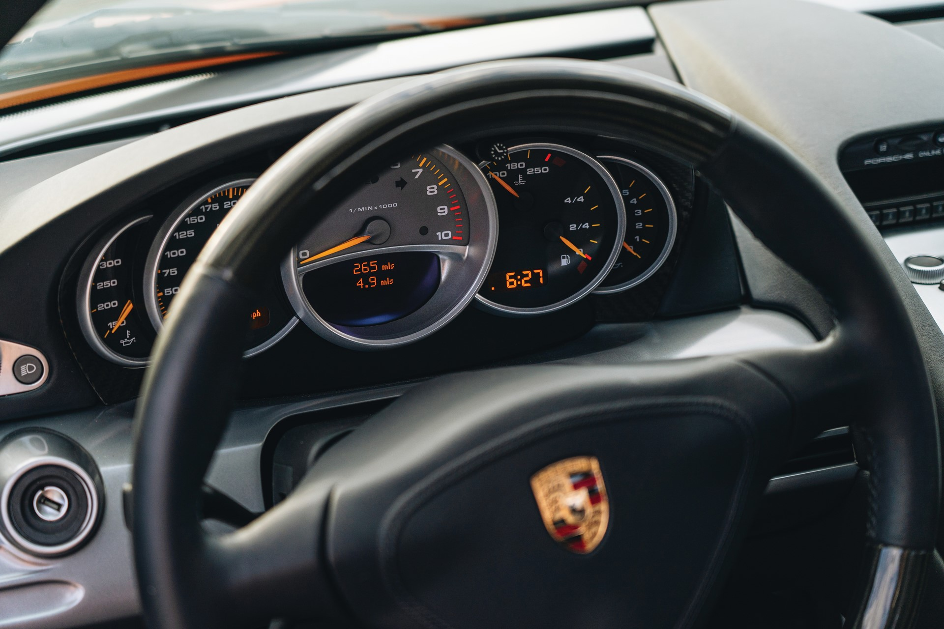 2005-Porsche-Carrera-GT-_12
