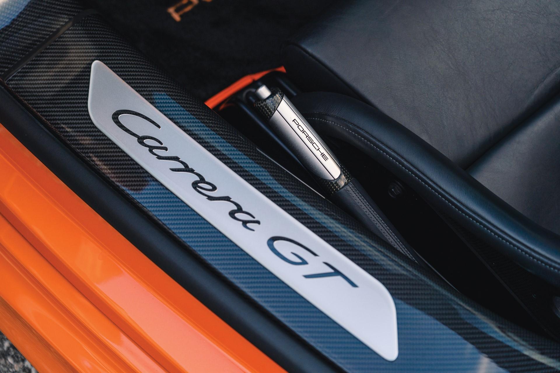 2005-Porsche-Carrera-GT-_14